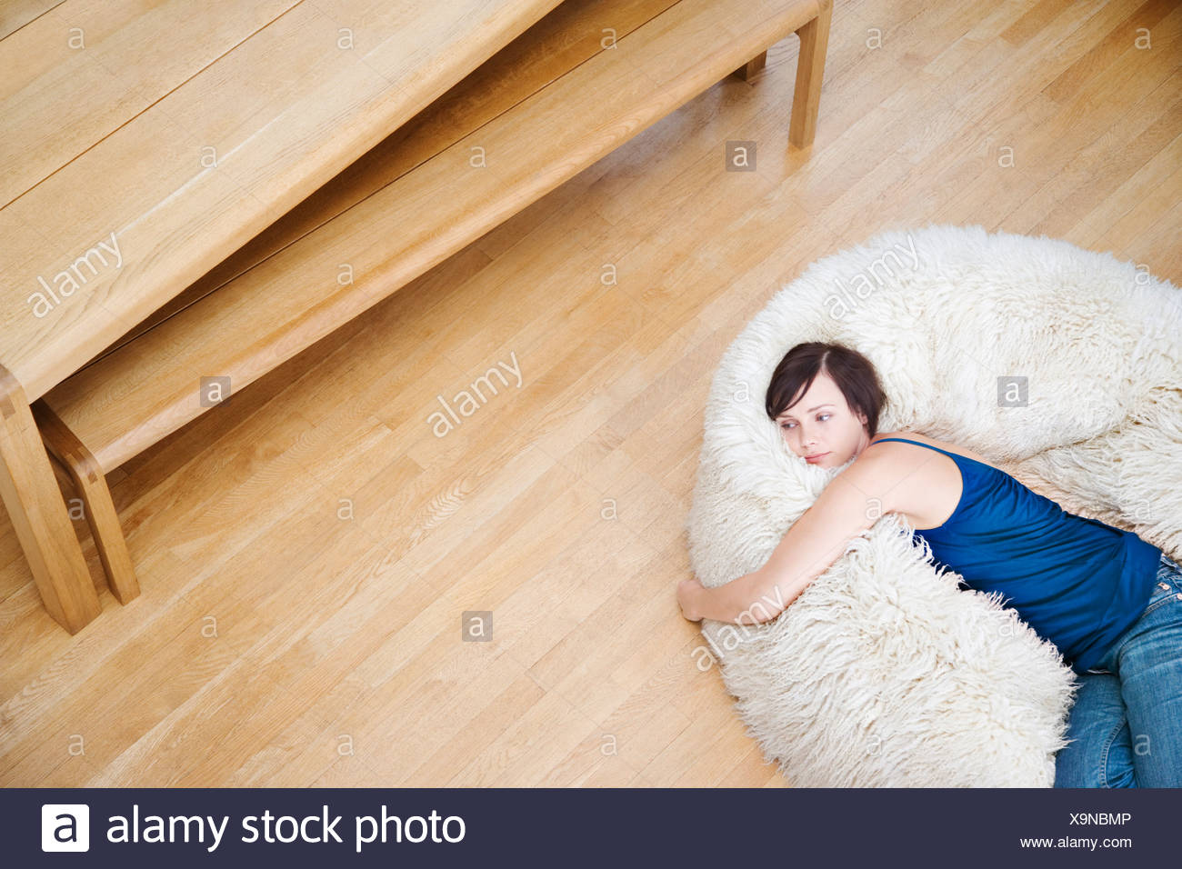 Exceptionnel Woman On A Furry Bean Bag Chair