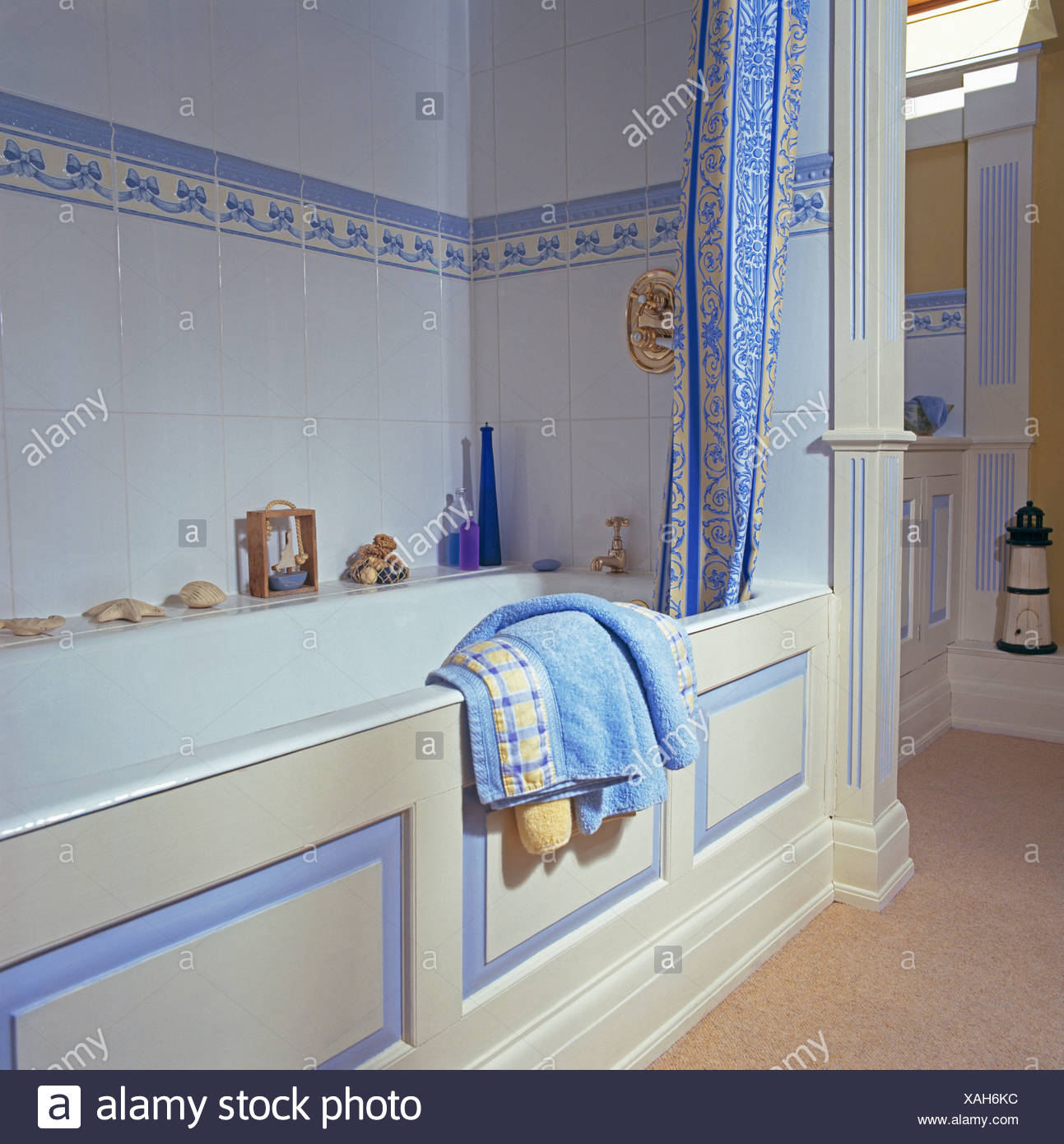 Blue+white shower curtain on bath in bathroom with blue tiled border ...