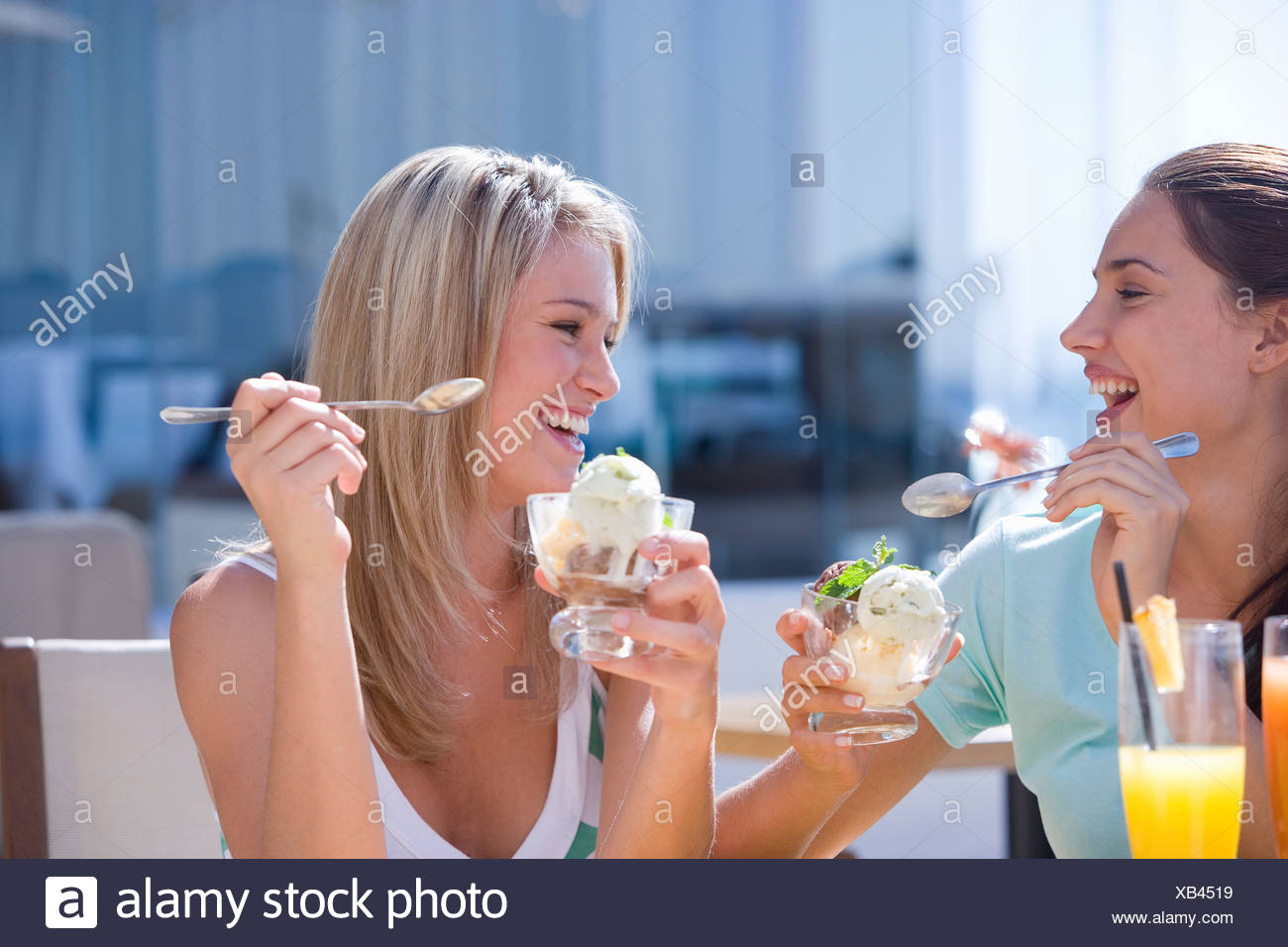 women eating eachother out