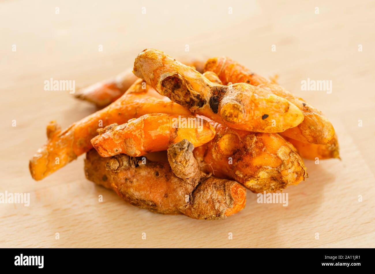 Gelbwurz, root Gewürze, roh Stockfoto