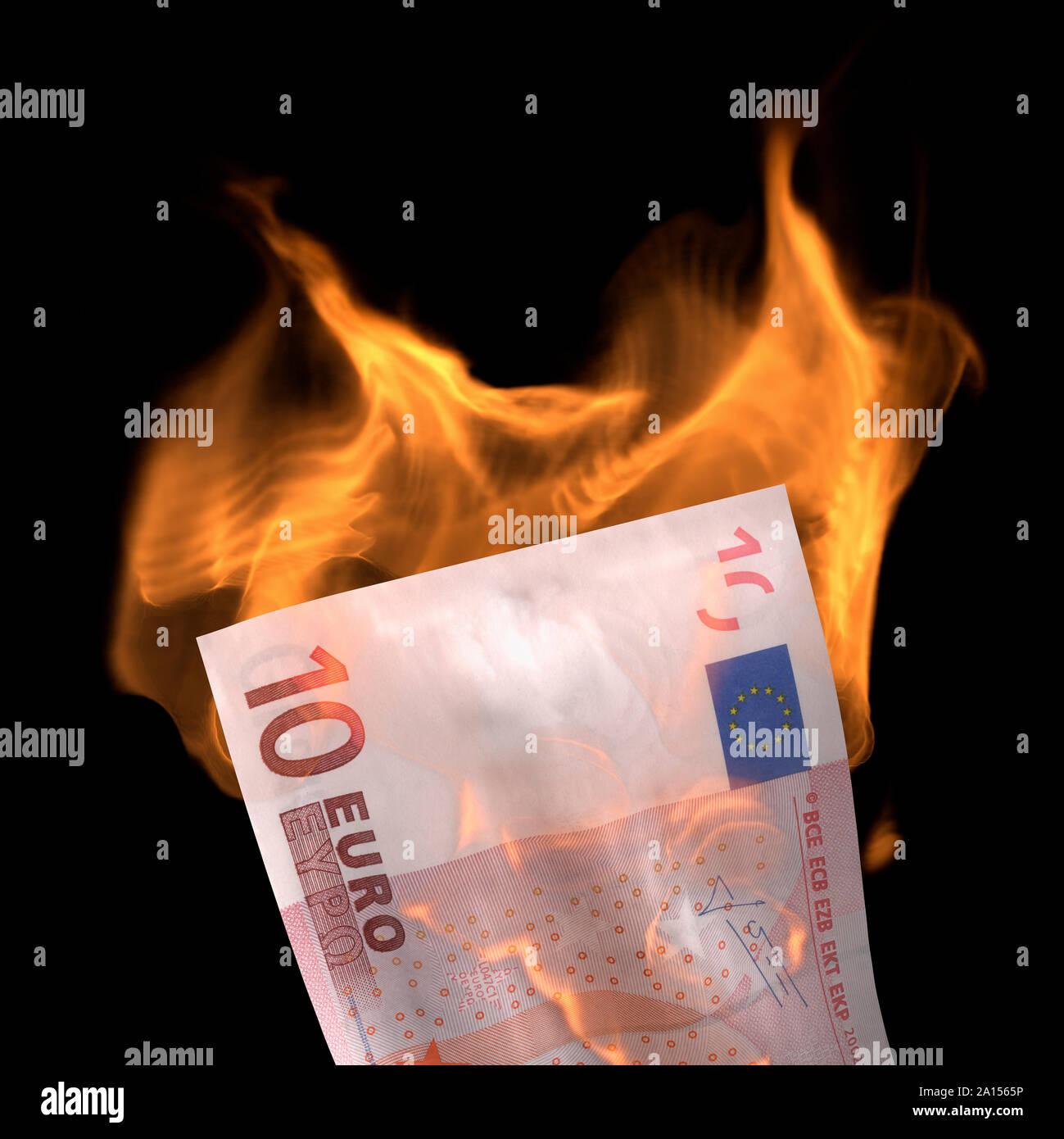 Zehn Euro, Euro, Feuer Stockfoto