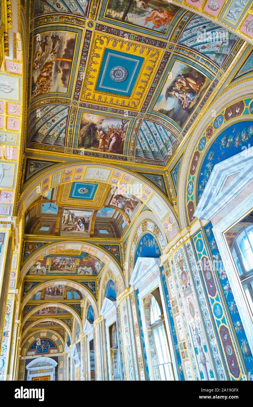 St. Petersburg, Russland - Juli 7, 2019: Innenräume der Eremitage, Dekoration an der Decke Stockfoto