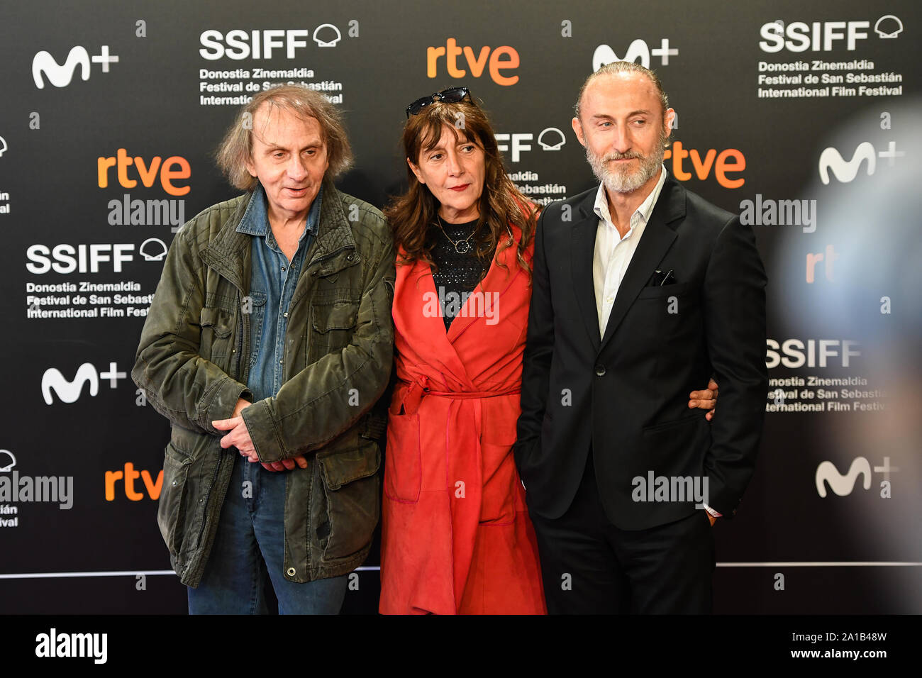 San Sebastian, Spanien. 25. September 2019. Michel Houellebecq, Sylvie Pialat und Guillaume Nicloux teilnehmen Fotoshooting für den Film 'Thalasso' an der 67th International Film Festival in San Sebastian. Credit: Julen Pascual Gonzalez/Alamy leben Nachrichten Stockfoto