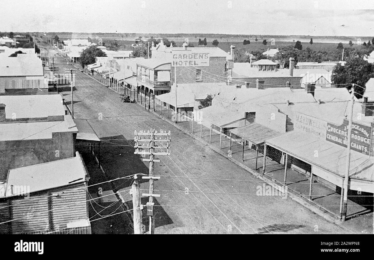 Negative - See, Victoria, ca. 1920, Main Street in See mit der Garden Hotel im Hintergrund Stockfoto