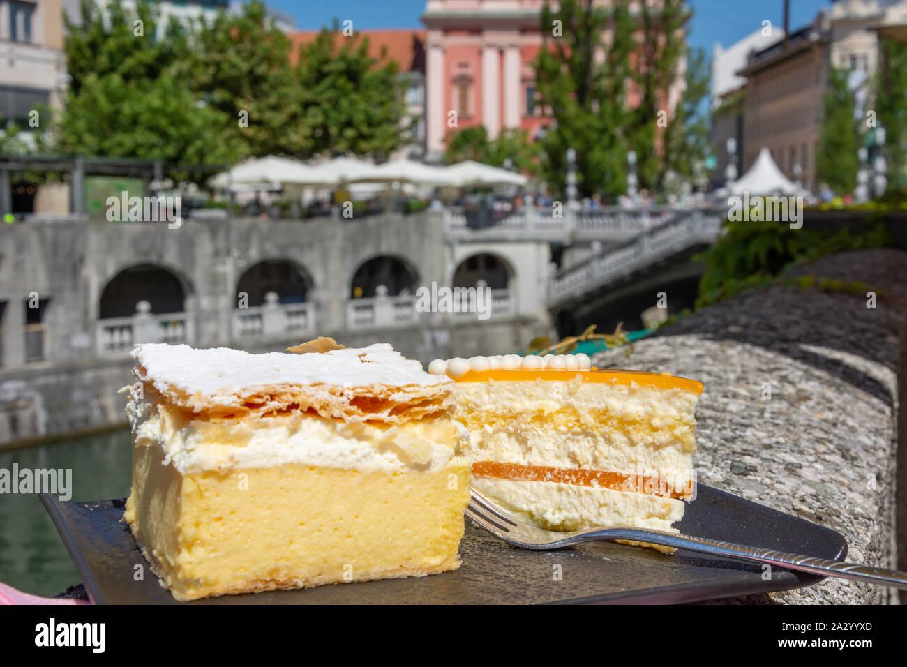 Traditionelle Kremšnita (Bled pudding Dessert) Kuchen auf dem