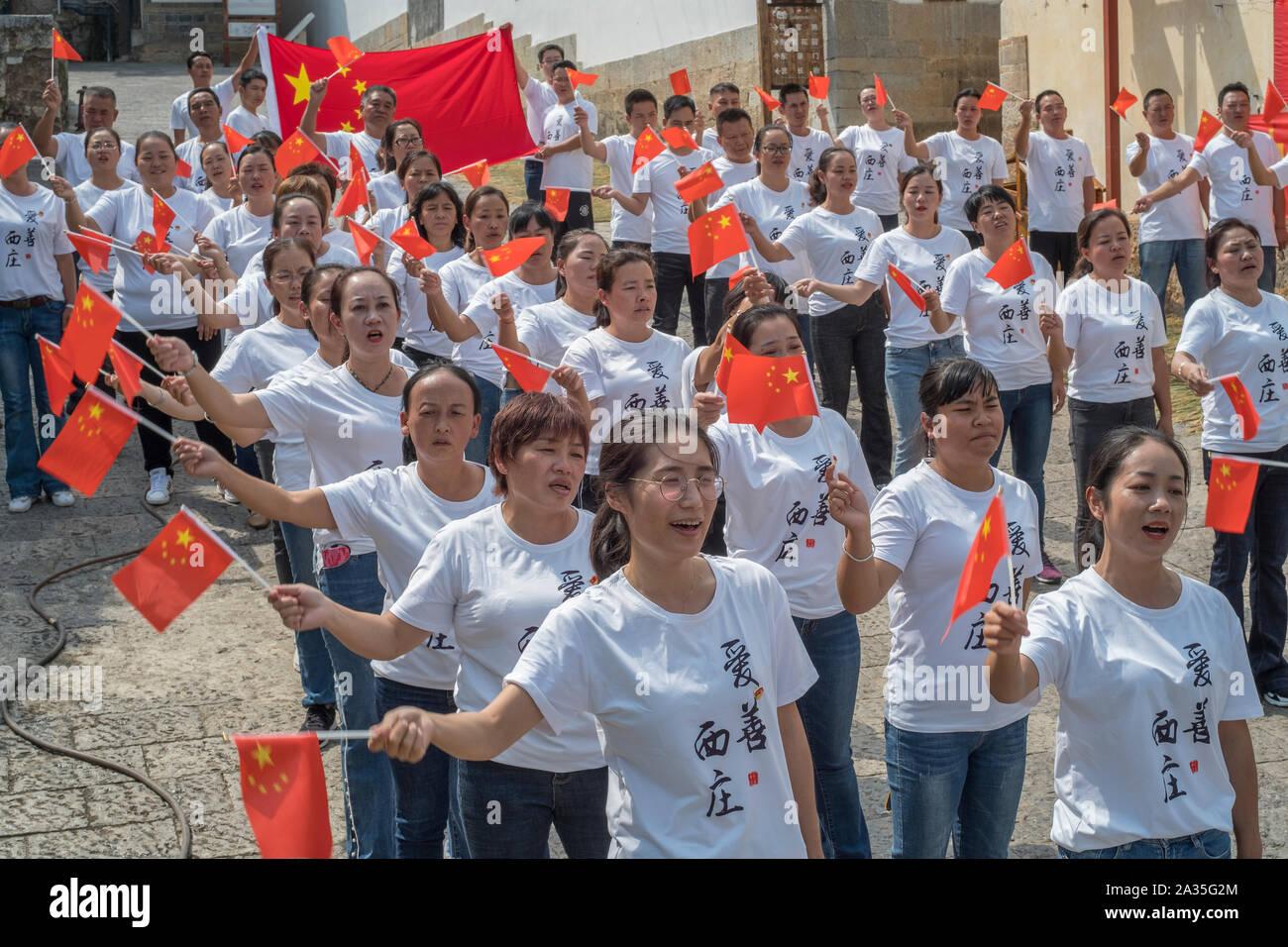 Junge Kommunistische Partei Mitglieder nehmen an Partei in Jianshui County, Yunnan, China. Stockfoto