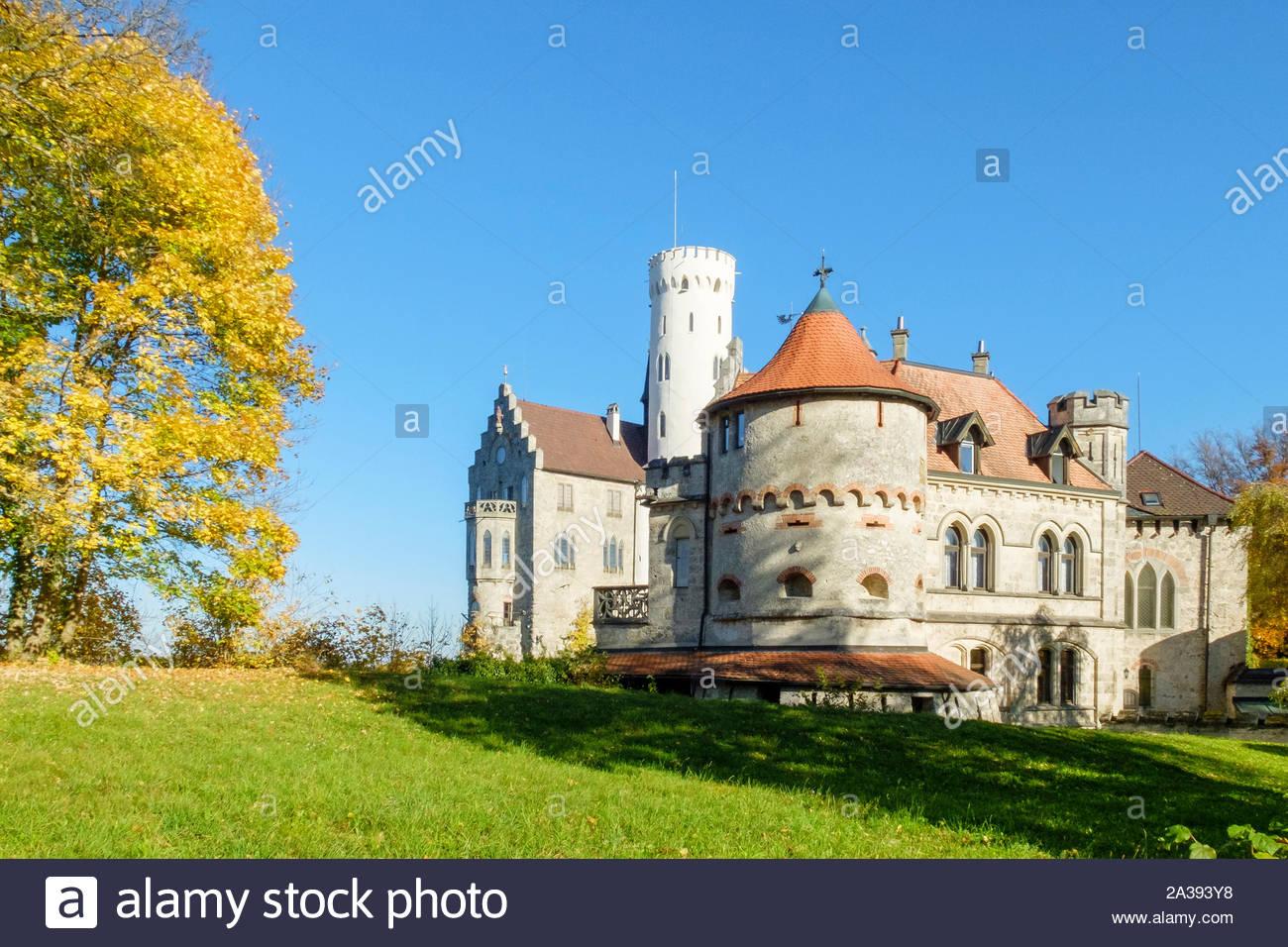 Schloss Lichtenstein Schloss im Herbst, Reutlingen, Baden-Württemberg, Deutschland Stockfoto