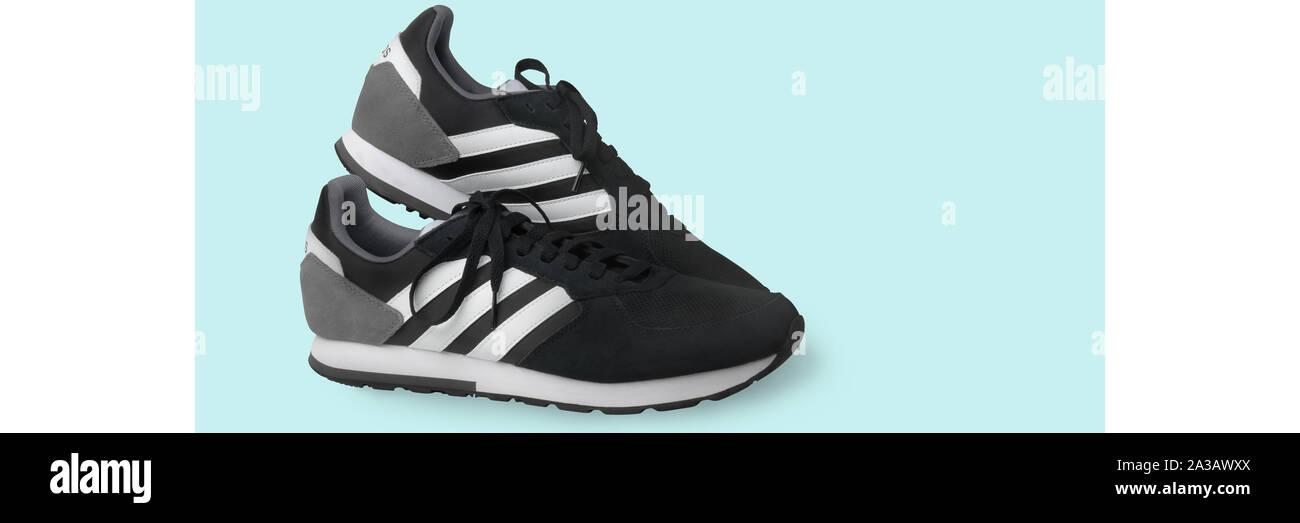 Adidas Schuhe Stockfotos & Adidas Schuhe Bilder Alamy