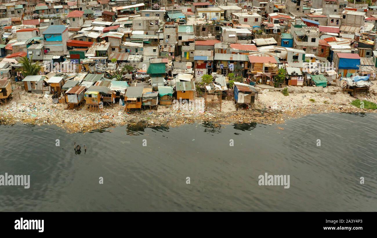 Armen Viertel und Slums in Manila mit Baracken und Gebäuden. Manila, Philippinen. Stockfoto