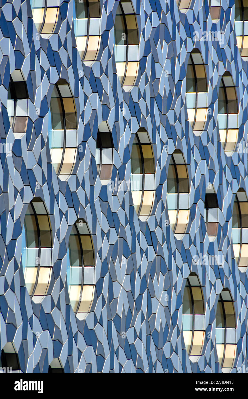 Abstrakte moderne Architektur Hintergrund Muster und Formen der Außenfassade der Erhöhung von Building Design Greenwich London England Großbritannien Stockfoto