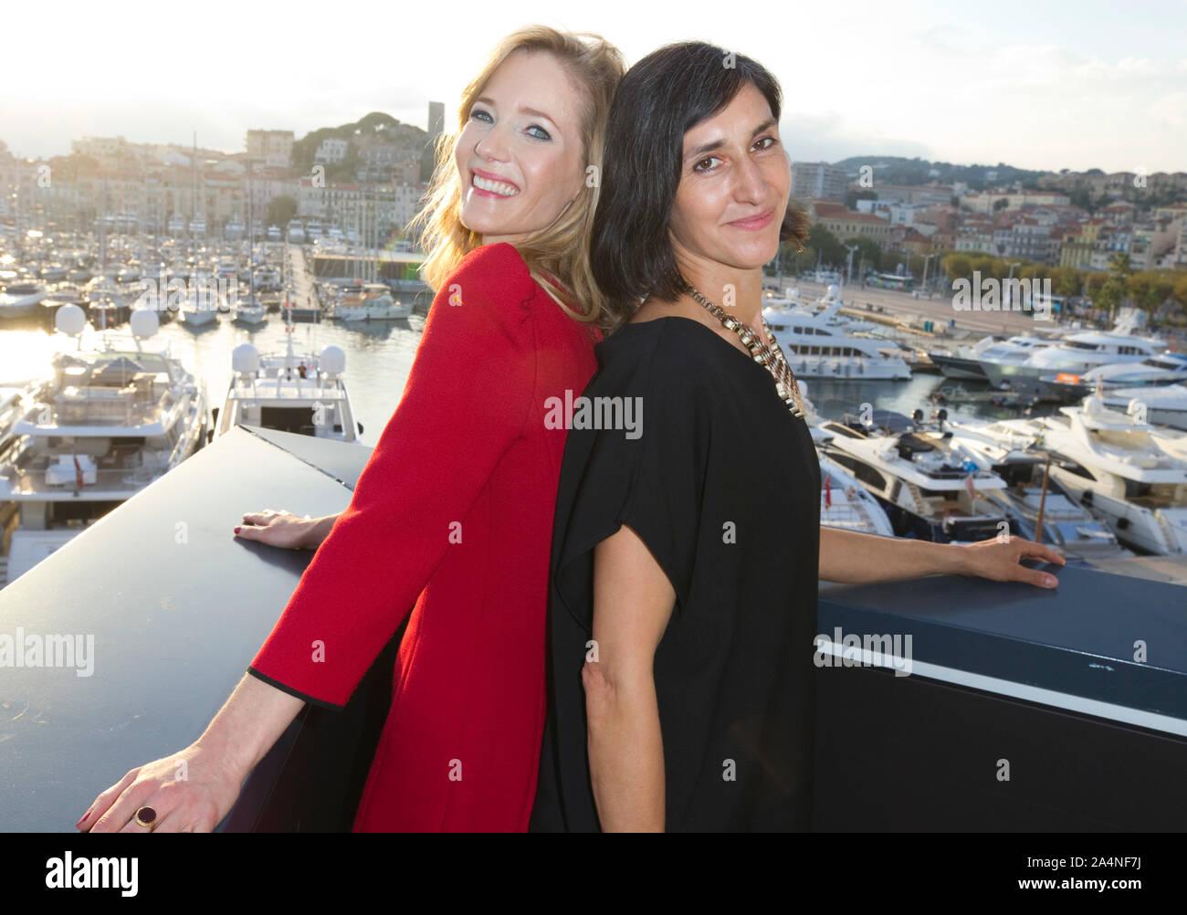 Cannes, Frankreich - Oktober 15, 2019: MIPCOM - der Welt Entertainment Content Markt mit der Besetzung der Würde, der deutschen Acresses Julieta Figueroa, Martina Klier, Joyn, ein Reed MIDEM Event, Fernsehen Messe Stockfoto