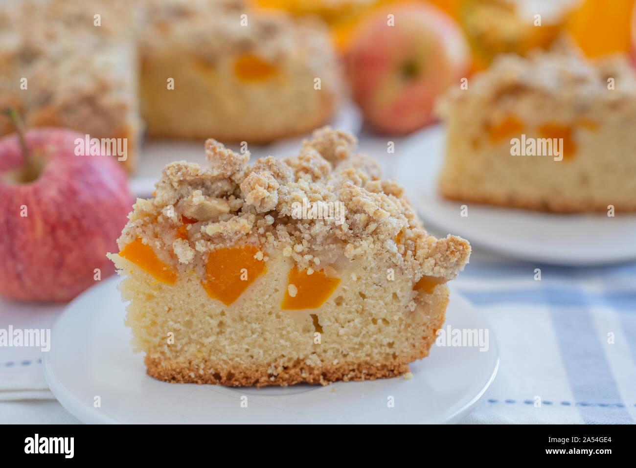 Home gemacht apple Kürbistorte Stockfoto