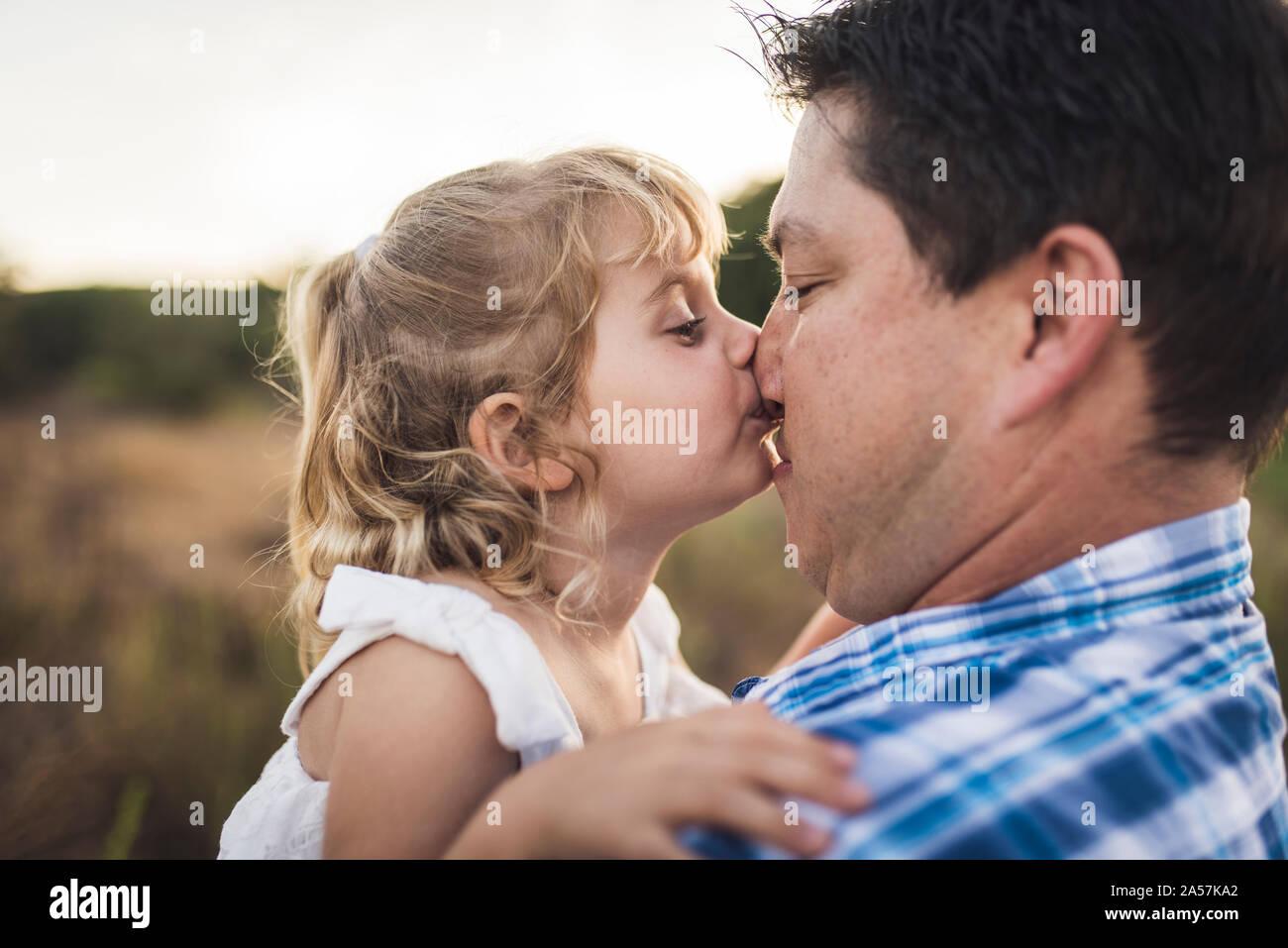 Im jungs bett sich küssen Beste freundin