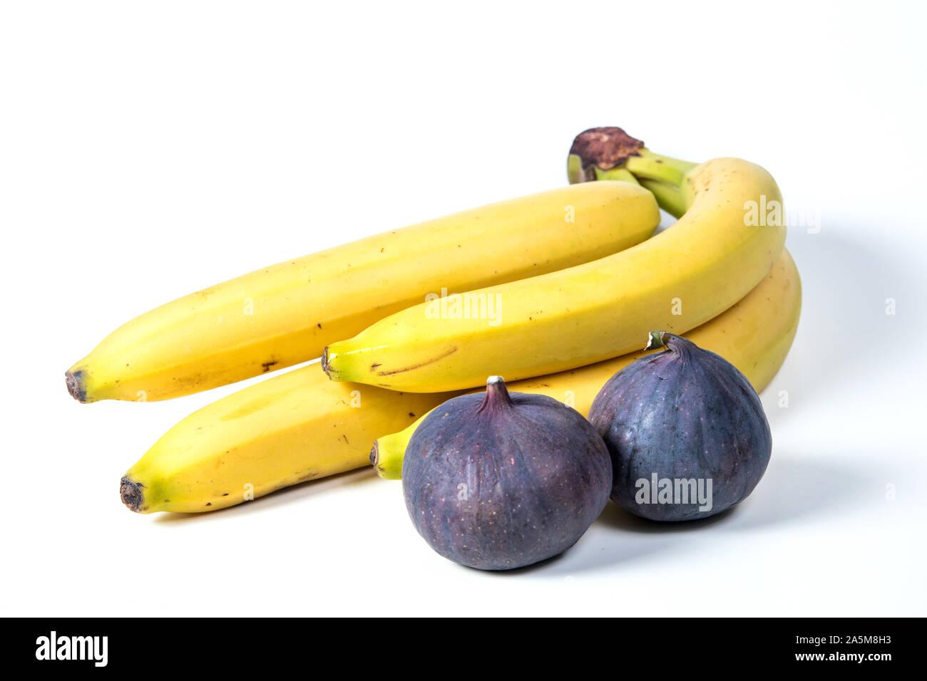Feigen und Bananen, schöne Früchte, Bananen, lila Feigen, Nahaufnahme, Vitamine Konzept, veganes Essen, gesunde Ernährung, Stockfoto