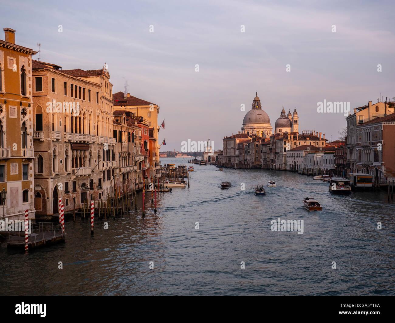 Italien, Veneto, Venedig, Basilika Santa Maria della Salute, Canal Grande Stockfoto