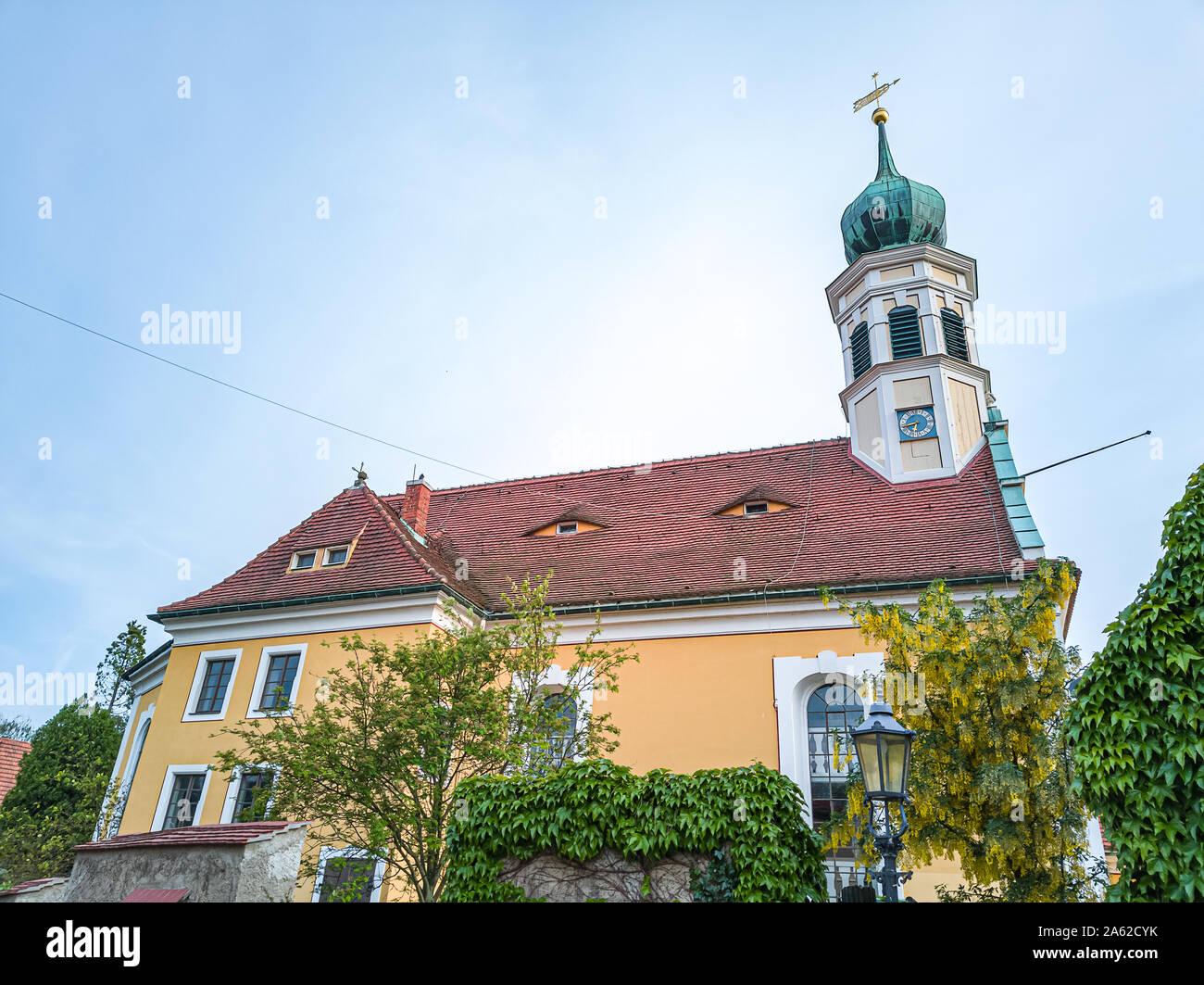 Kirche Maria am Wasser (Maria von der Gewässer) in Hosterwitz, Dresden, Sachsen, Deutschland. Stockfoto