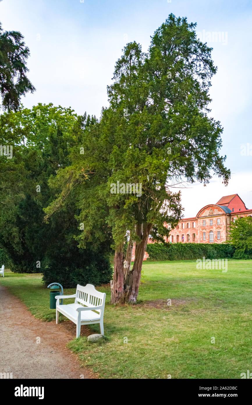 Dargun, Mecklenburg-Vorpommern, Deutschland - 5. August 2019: Eindrücke von der Manor und Kloster Park in Dargun, Mecklenburg-Vorpommern, Deutschland. Stockfoto