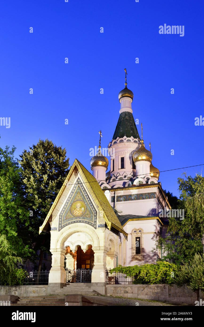 St. Nikolai Russische Kirche (Kirche des Hl. Nikolaus des Miracle-Maker) in der Abenddämmerung. Sofia, Bulgarien Stockfoto