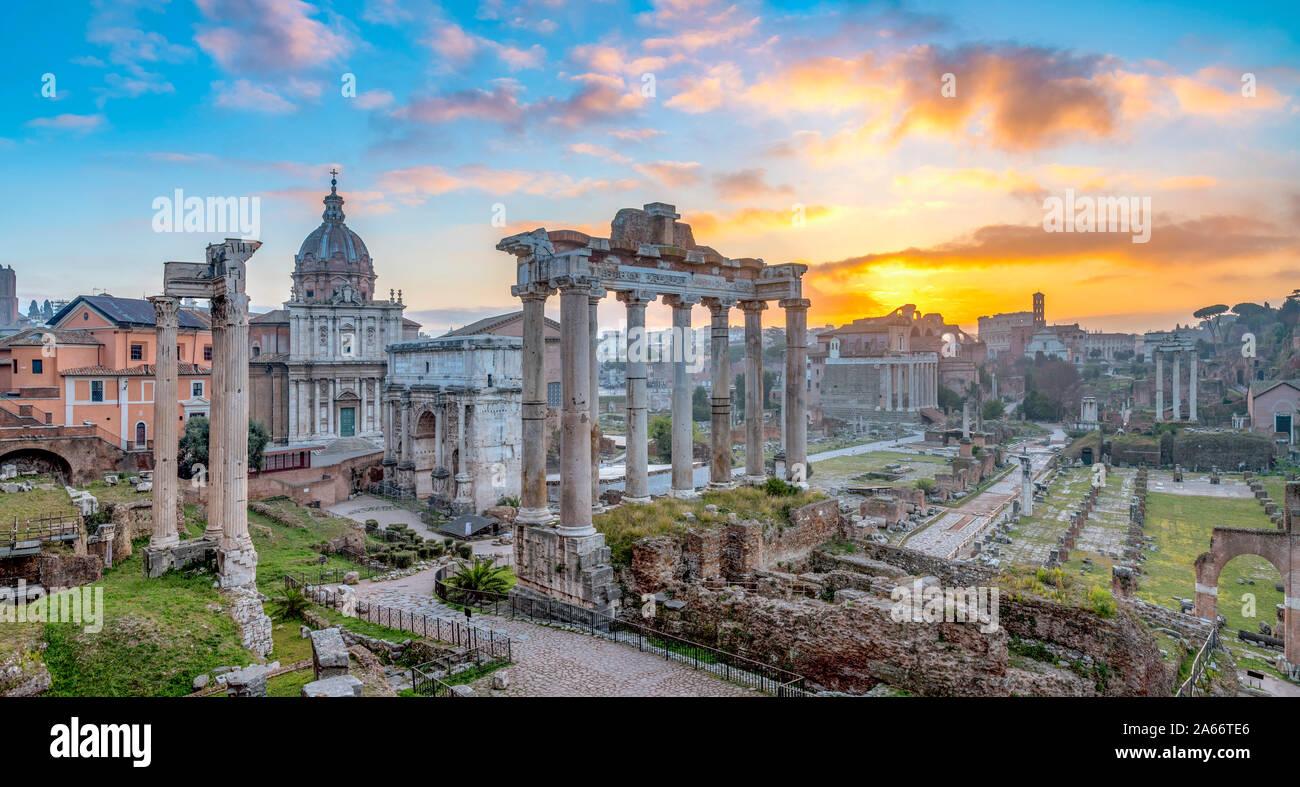 Italien, Latium, Rom, Forum bei Sonnenaufgang Stockfoto