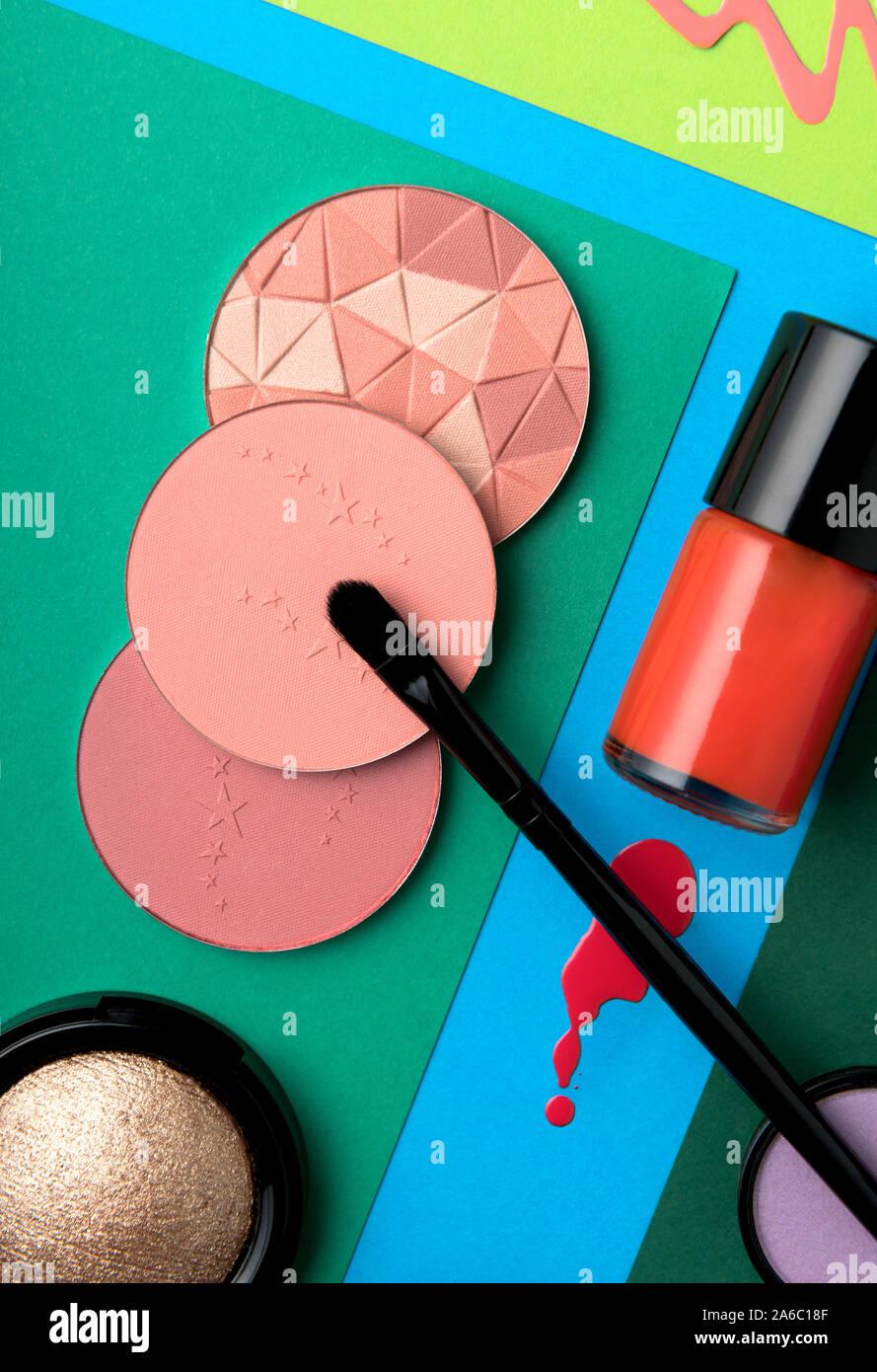 Stillleben mit Make-up und Schönheit Produkte Stockfoto
