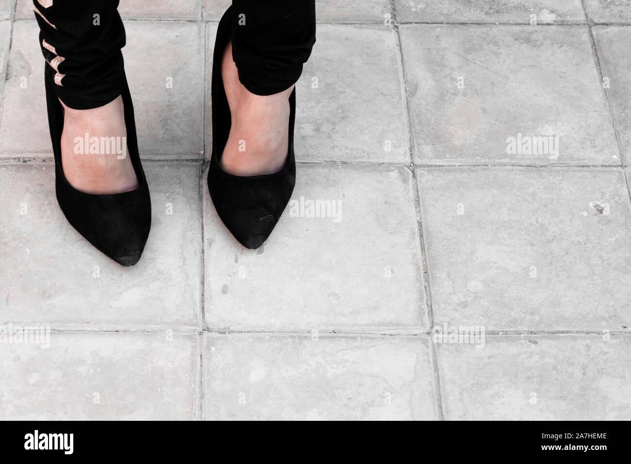 Große Schwarze Schuhe Stockfotos & Große Schwarze Schuhe