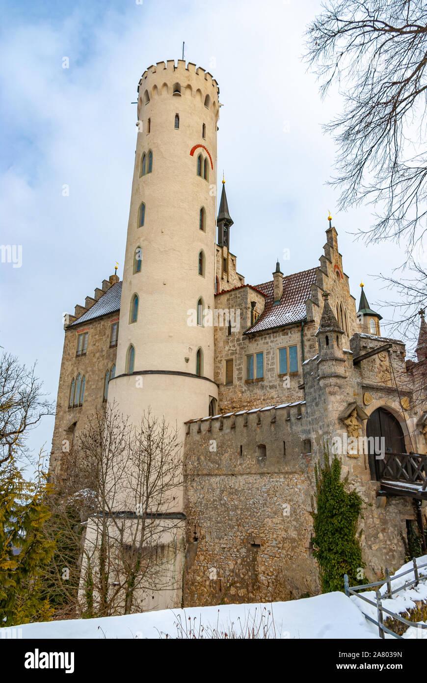 Innerhalb der Tore des Schönen winterlichen Schloss Lichtenstein, Schwäbische Alb, Baden-Württemberg, Deutschland. Stockfoto