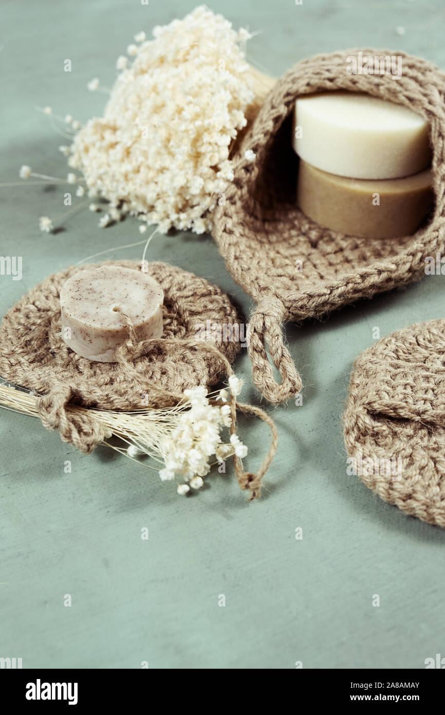 Umweltfreundliche Reinigungsmittel kit Organische Seife jute Waschlappen. Null Abfall, Kunststoff-frei Stockfoto