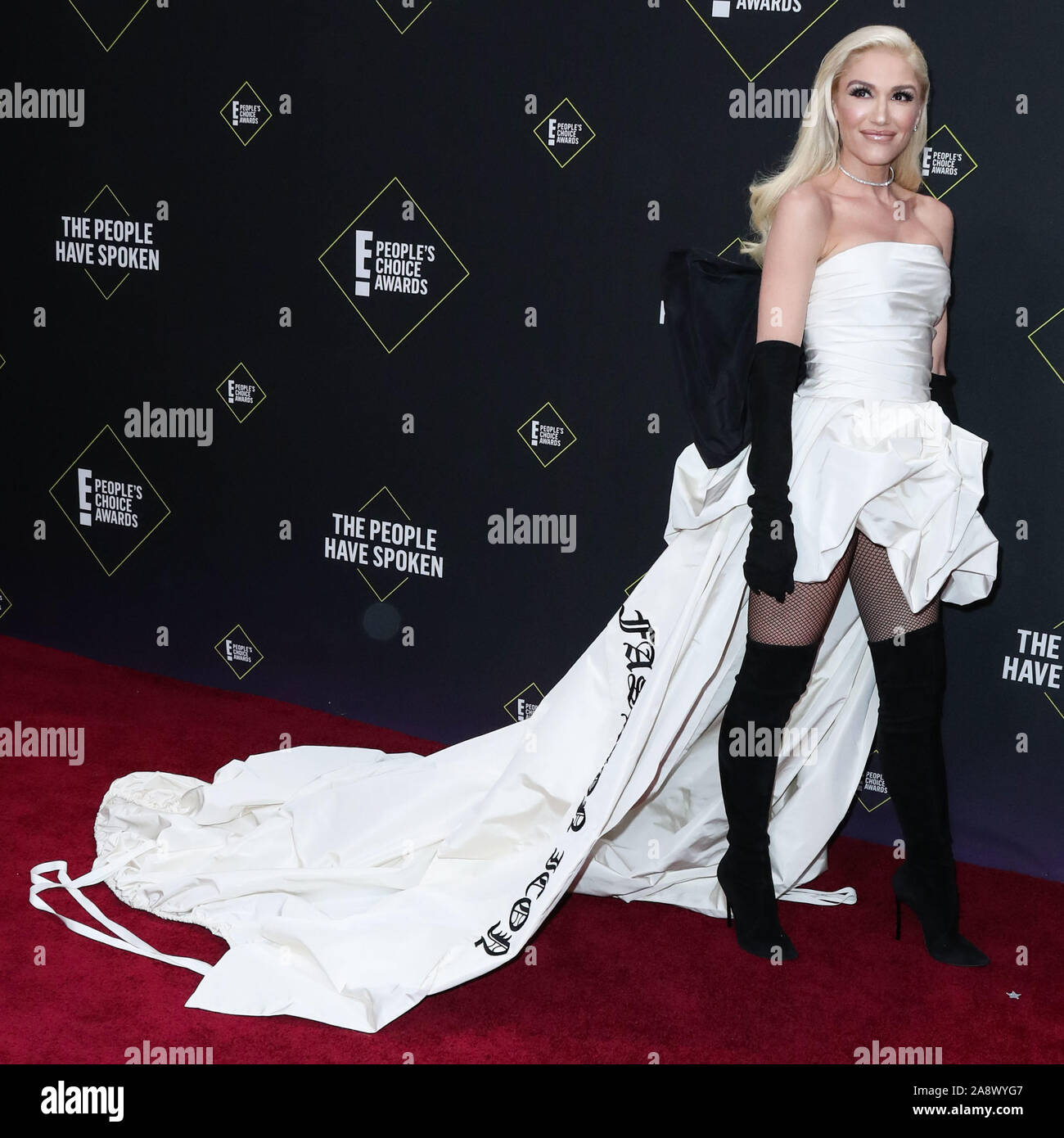 Sängerin Gwen Stefani tragen Vera Wang kommt an der 2019 E! Der Menschen Choice Awards gehalten an Barker Hangar am 10. November 2019 in Santa Monica, Los Angeles, Kalifornien, USA. (Foto von Xavier Collin/Image Press Agency) Stockfoto