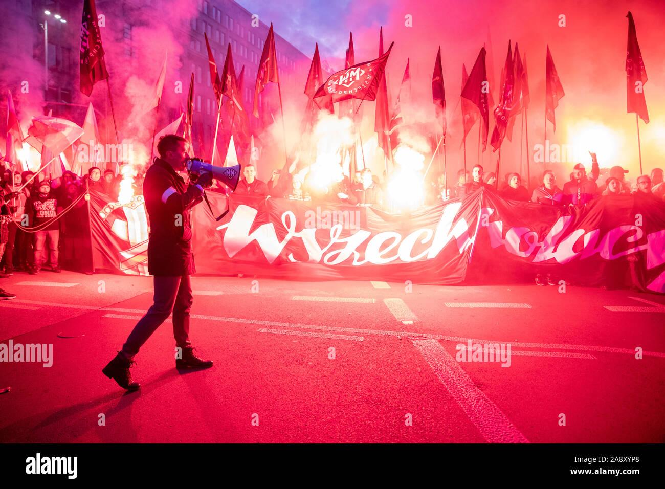 Warszawa, Mazowieckie, Polen. 11 Nov, 2019. November 11, 2019, Warschau, Polen: Unabhängigkeit März von patrioticcommunities und neo-faschistischen Organisationen organisiert. März von der Organisation der Unabhängigkeit vom März, die von vielen Organisationen mit Neo besucht wird organisiert-faschistischen Ansichten aus Polen und anderen Europäischen Ländern jedes Jahr. Credit: Grzegorz Banaszak/ZUMA Draht/Alamy leben Nachrichten Stockfoto