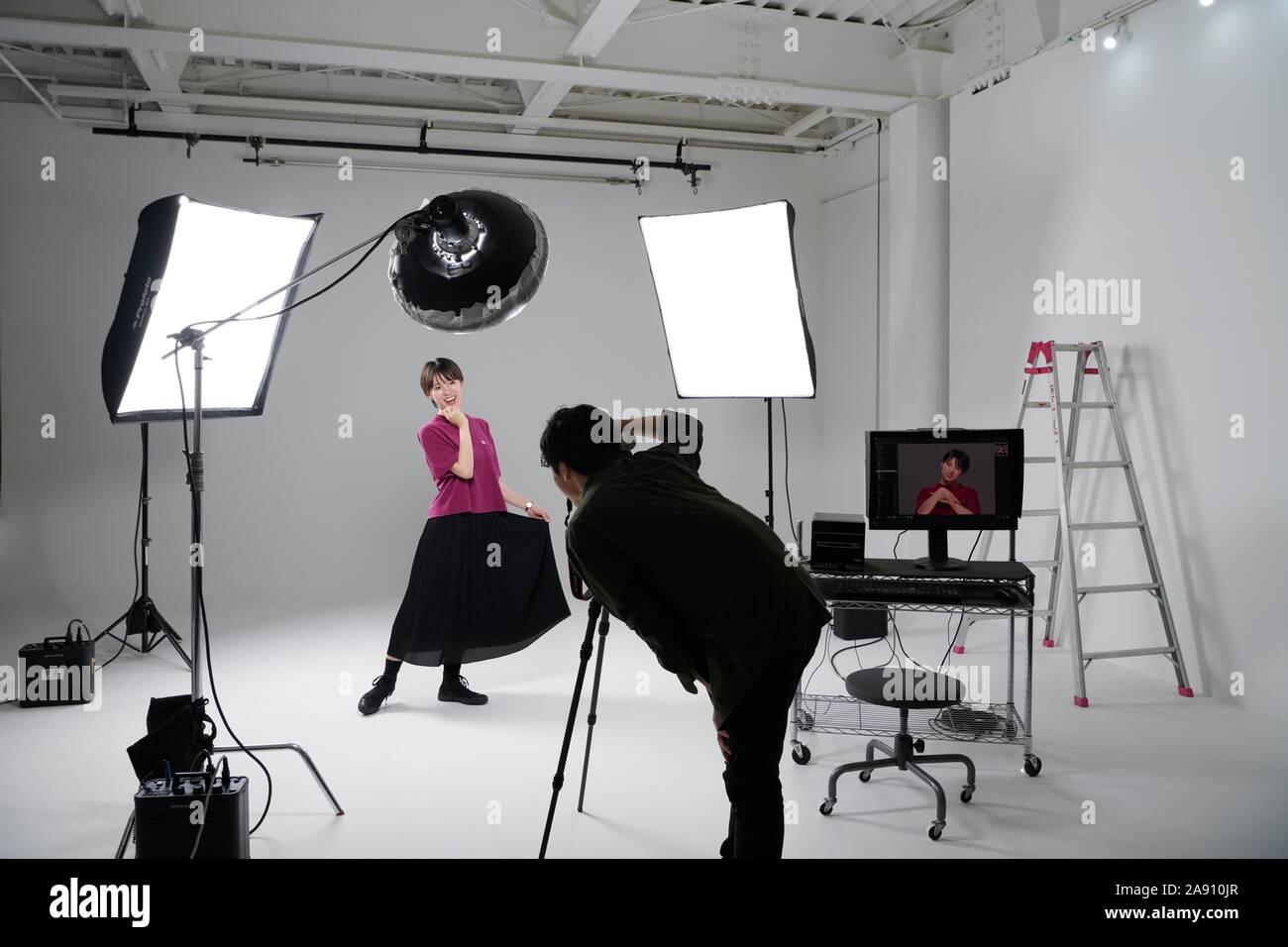 Modell Fotoshooting im Studio Stockfoto