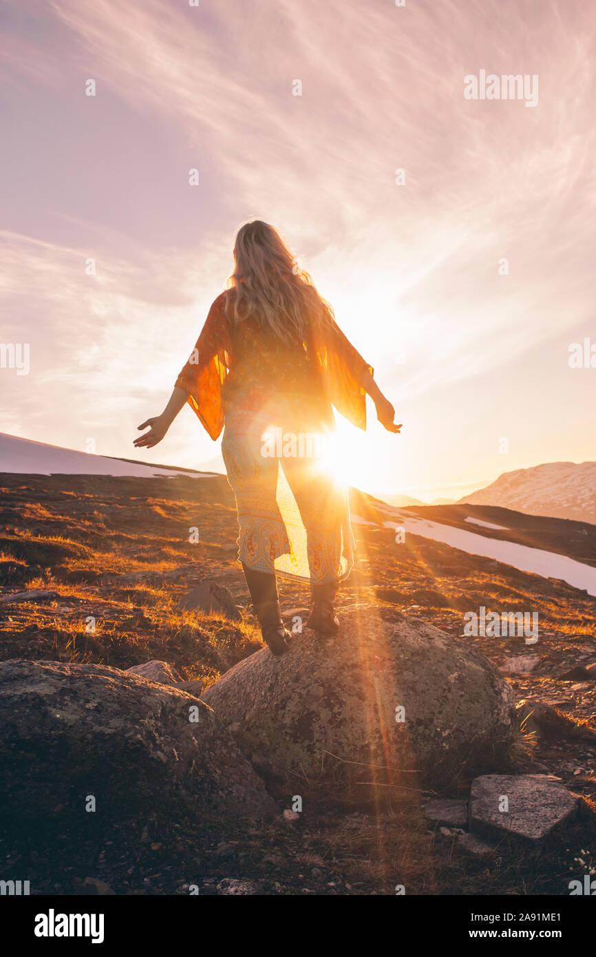 Frau bei Sonnenuntergang Stockfoto