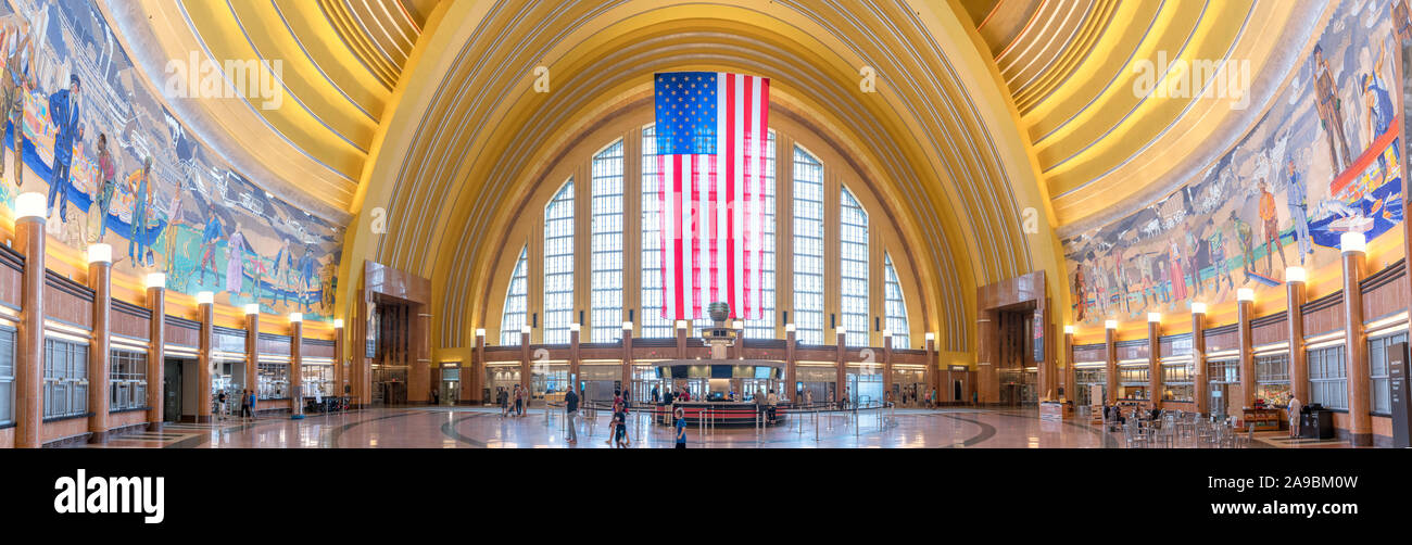 Main Hall in der Union Station, Cincinnati, Ohio, USA. Die Station, die ein Beispiel für die Art-deco-Architektur, ist auch ein Museum. Stockfoto