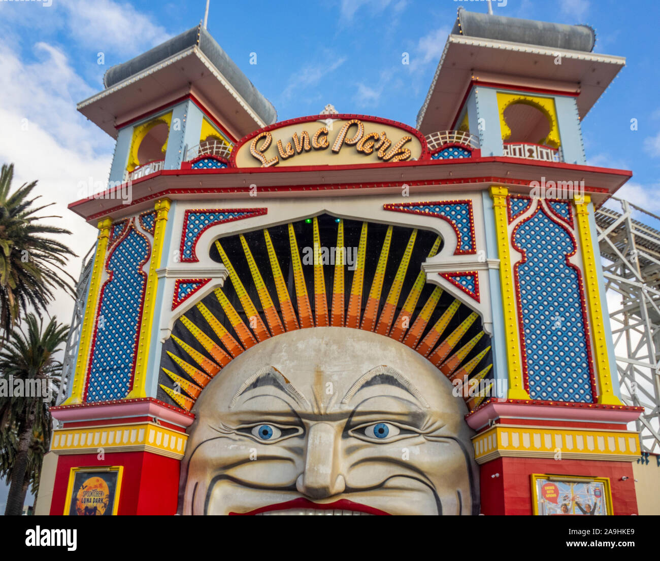 Iconic Herr mond Gesicht Eingang zum Luna Park amusement park Messegelände in St Kilda Melbourne, Victoria, Australien. Stockfoto