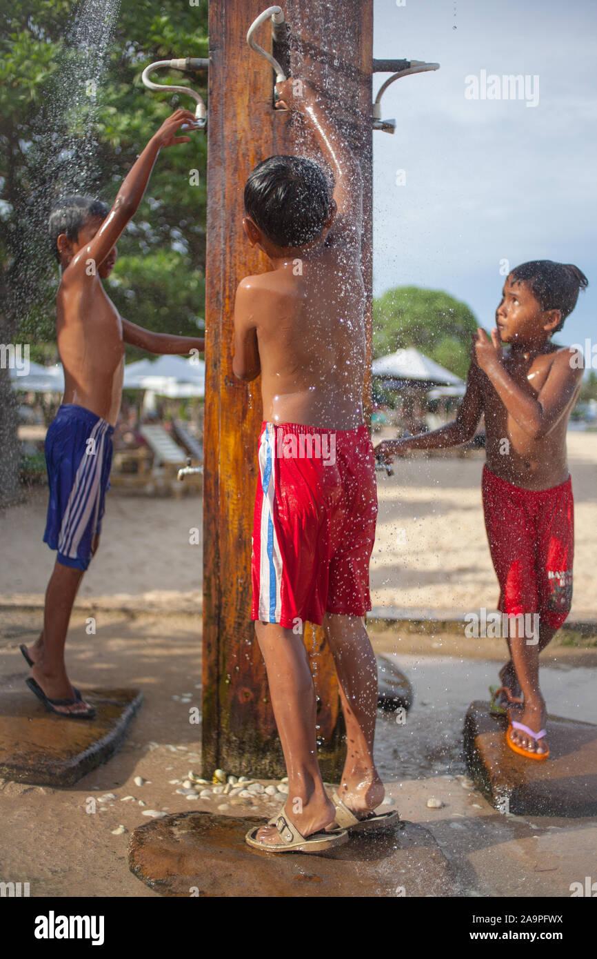 Duschen jungs Jungs zsm