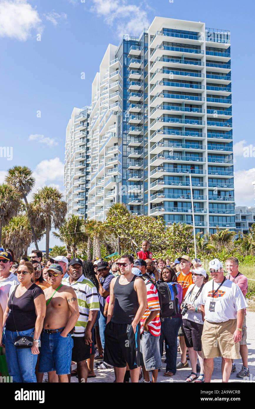Miami Beach, Florida Super Bowl XLIV Woche NFL Football Produkt Promotion Celebrity Beach Bowl Linie hohe Kondominium Gebäude Stockfoto