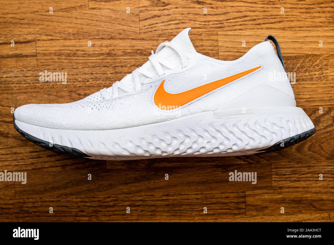 Bilder Nike Trainer Nike StockfotosWeiße Trainer Weiße 0OPw8NXnk