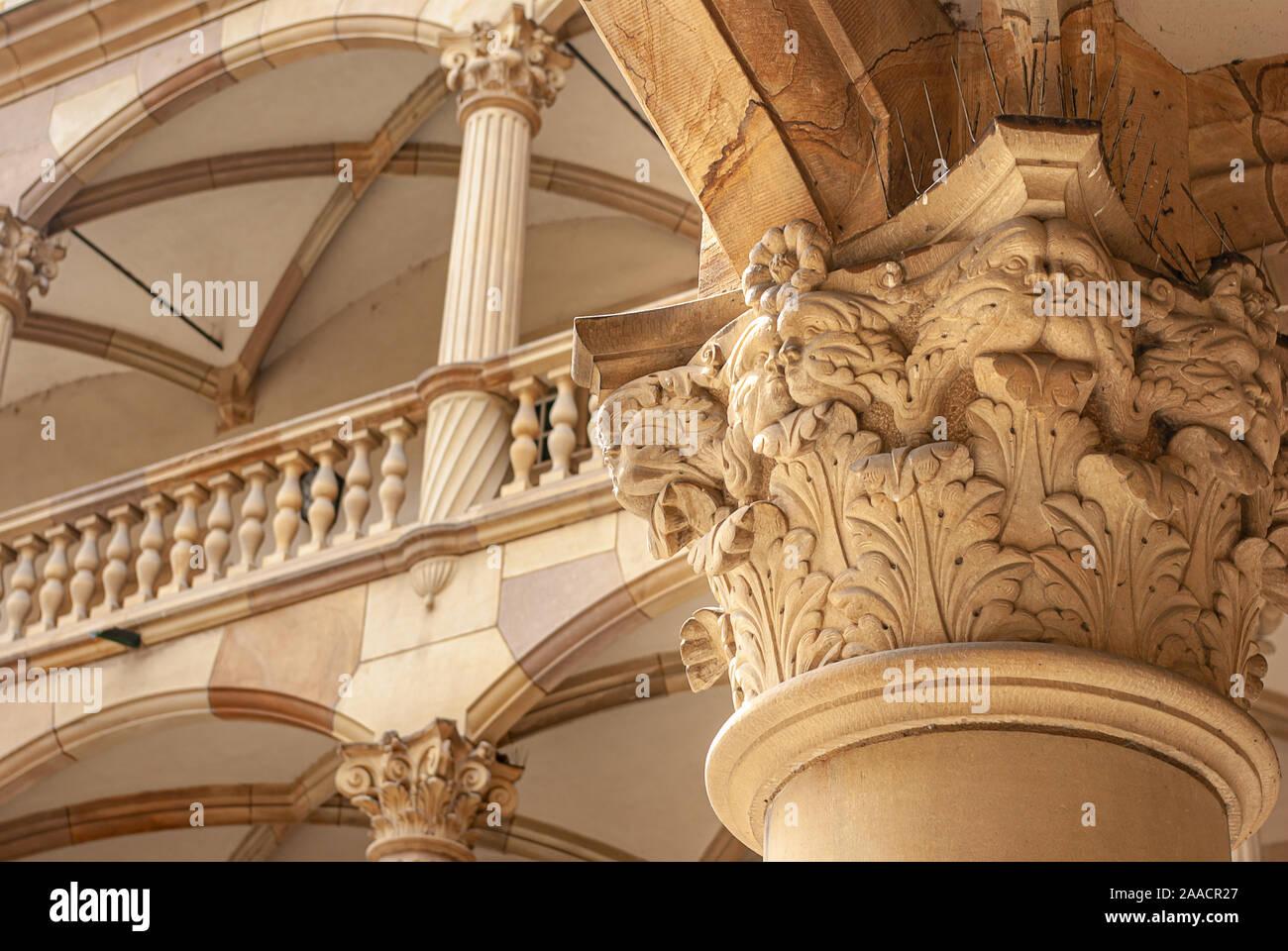 Stuttgart, Baden-Württemberg, Deutschland - Juni 6, 2009: Capital, Säulen und Arkaden im Innenhof des Alten Schlosses (Altes Schloss) in Stuttgart. Stockfoto