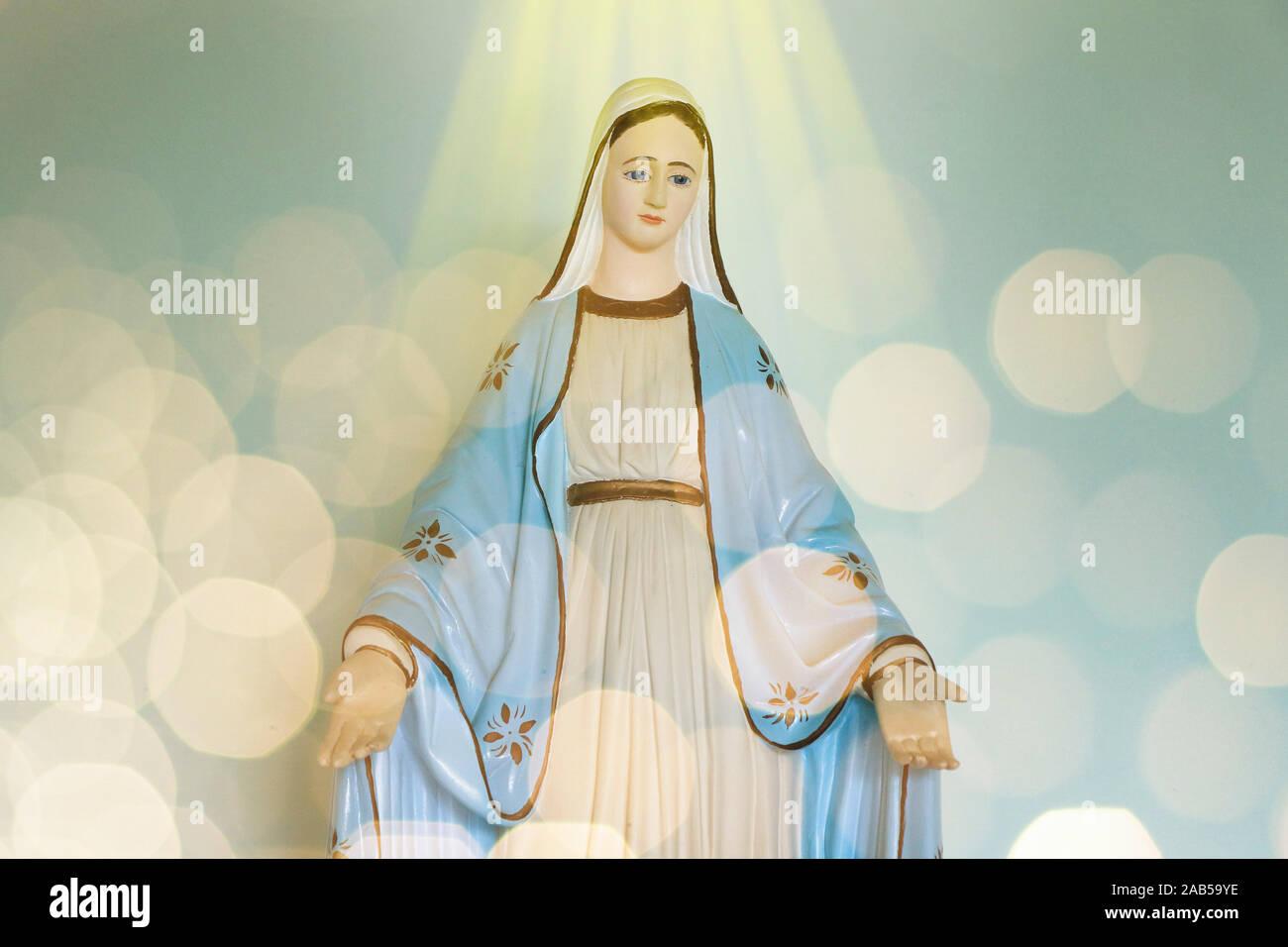 Statue Unserer Lieben Frau von Grace Jungfrau Maria in der Kirche, der Mutter Gottes in der katholischen Religion Stockfoto