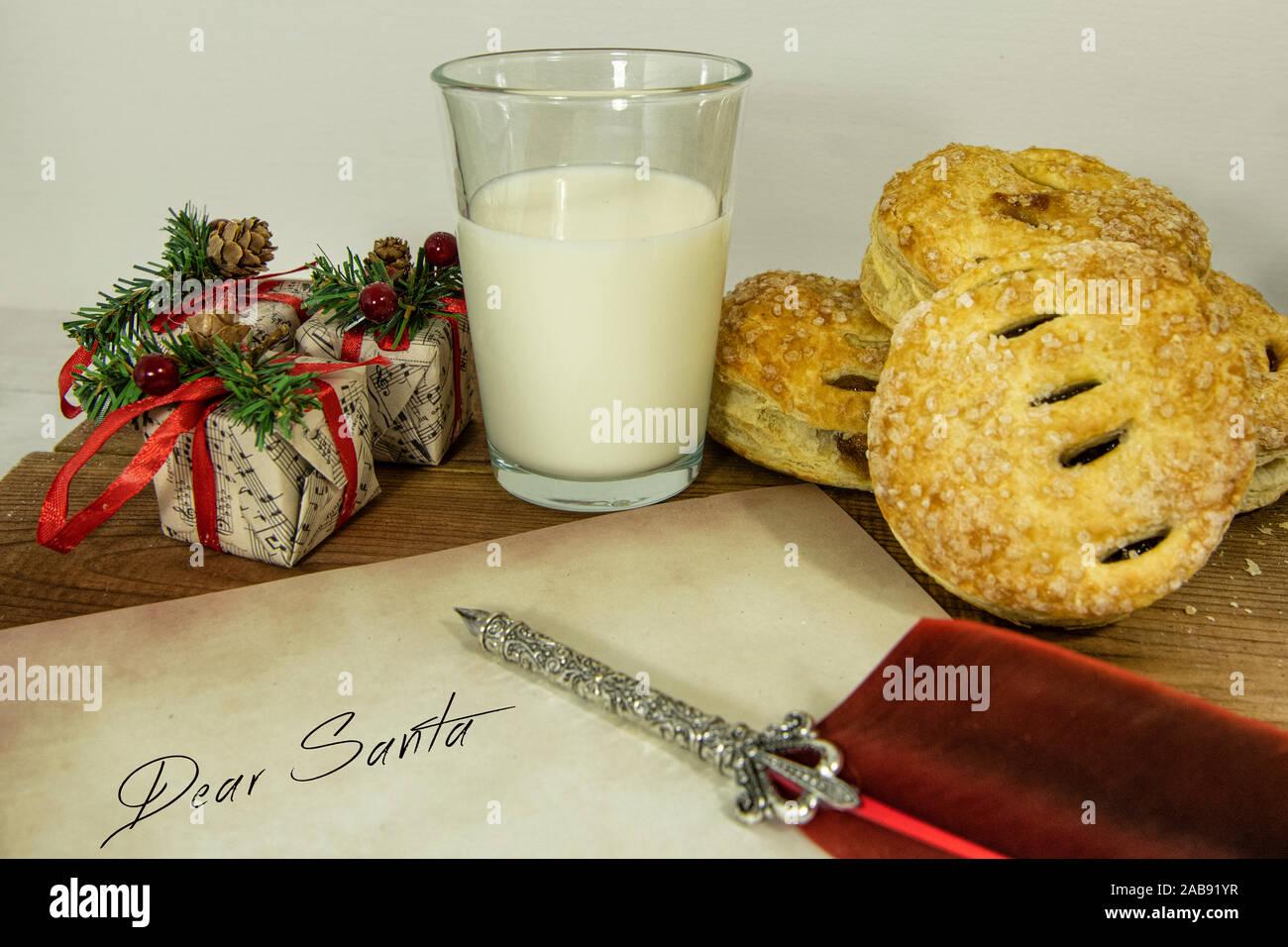 Weihnachten Kuchen und Milch für Santa einen Brief schreiben Mince Stockfoto