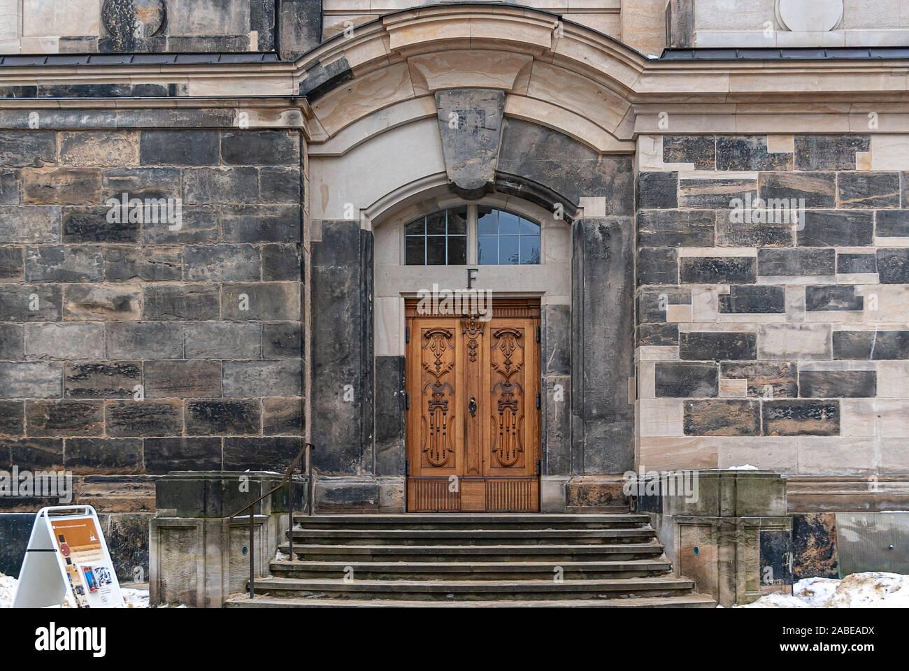 Eingang F der Frauenkirche (Kirche unserer Dame) in Dresden, Sachsen, Deutschland. Stockfoto