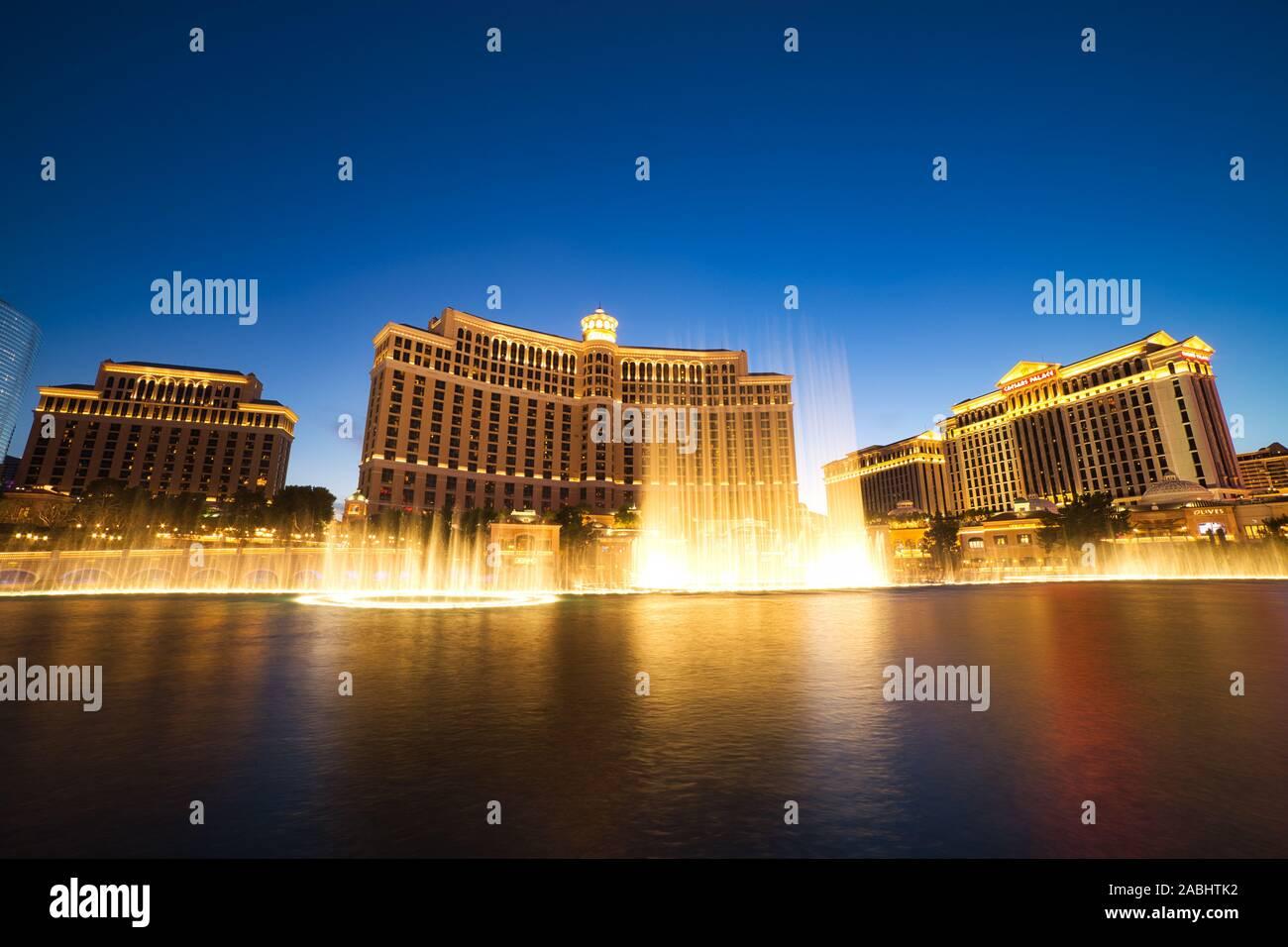 LAS VEGAS, USA - JUNI 2: Fountain Show im Bellagio Hotel und Casino am 2. Juni 2016 in Las Vegas, USA. Las Vegas ist eine der wichtigsten touristischen Destination Stockfoto