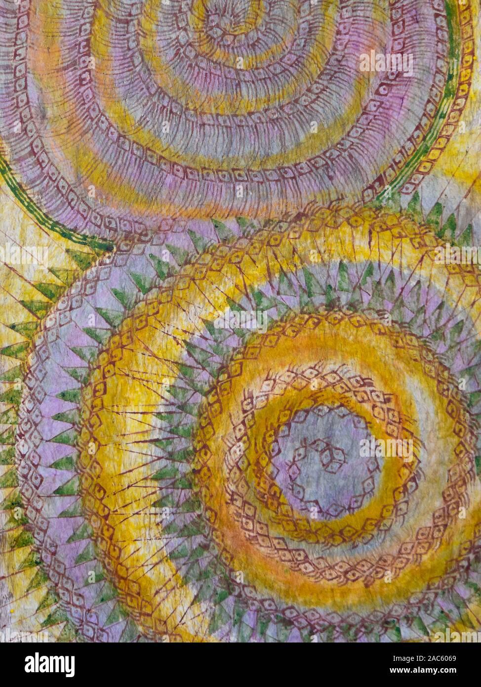 Tapa (oder Kapa) Tuch, nachdem es gefärbt und abgeschlossen wurden, von der Künstlerin Roen Hufford, Big Island von Hawaii. Die wauke (oder Papier Mulberry) Rinde, Beco Stockfoto