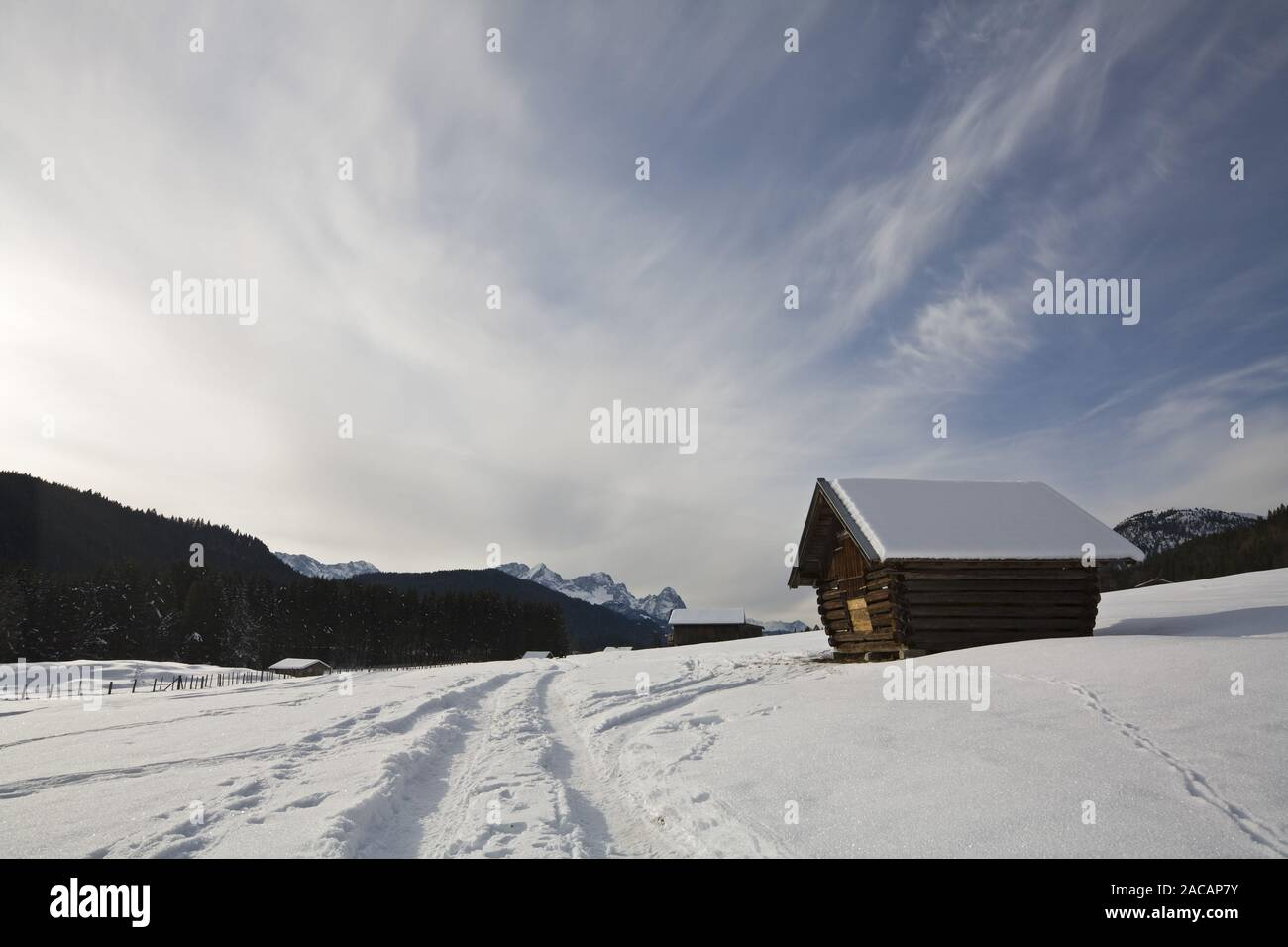Boatshouse am Kochelsee mit Nebel, Oberbayern Stockfoto