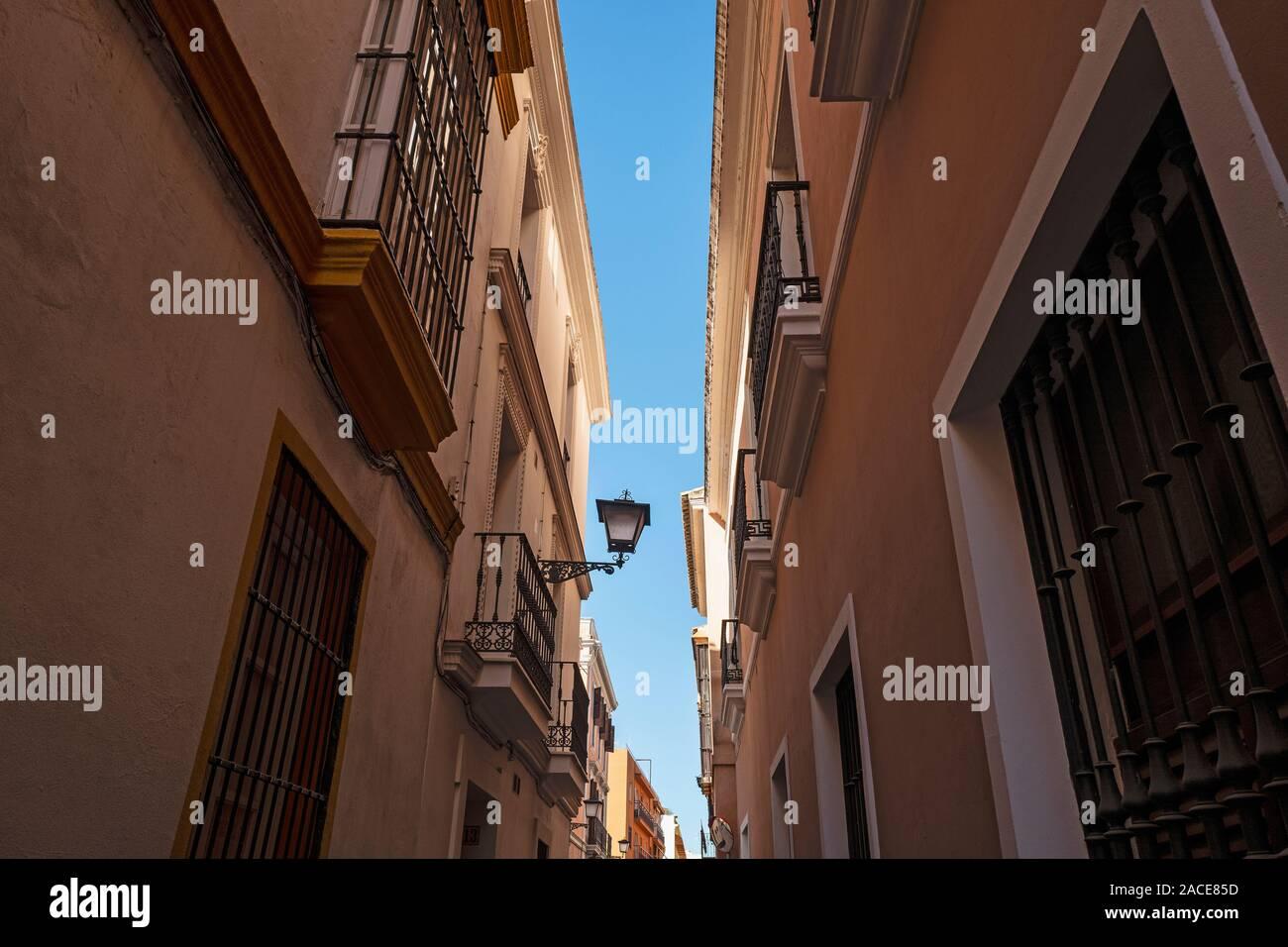 Schmale Straßen in EL Arenal - museo Viertel von Sevilla, Andalusien, Spanien Stockfoto