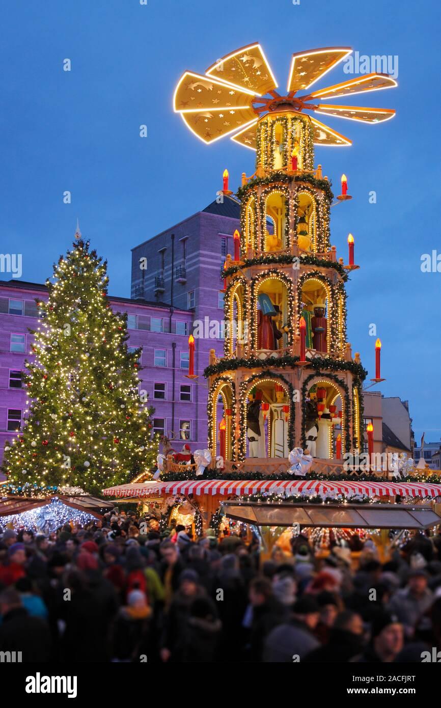 Weihnachtsmarkt in Halle (Saale), Deutschland; Weihnachtsmarkt in Halle Stockfoto