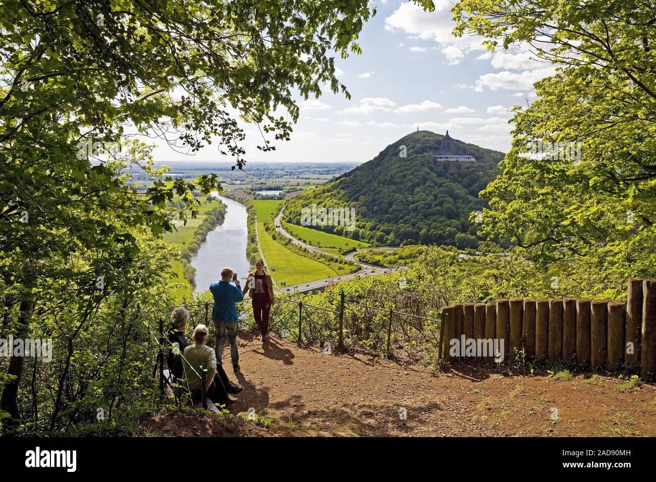 Blick vom Aussichtspunkt Porta-Kanzel zum Kaiser-Wilhelm-Denkmal, Porta Westfalica, Deutschland Stockfoto