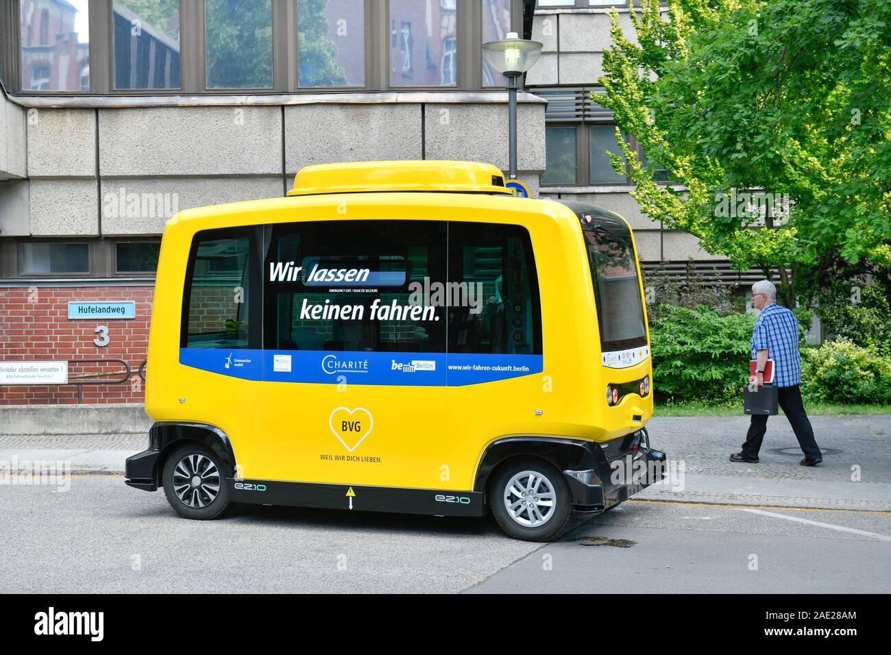Autonomer Minibus der BVG, Charite, Luisenstraße, Mitte, Berlin, Deutschland Stockfoto