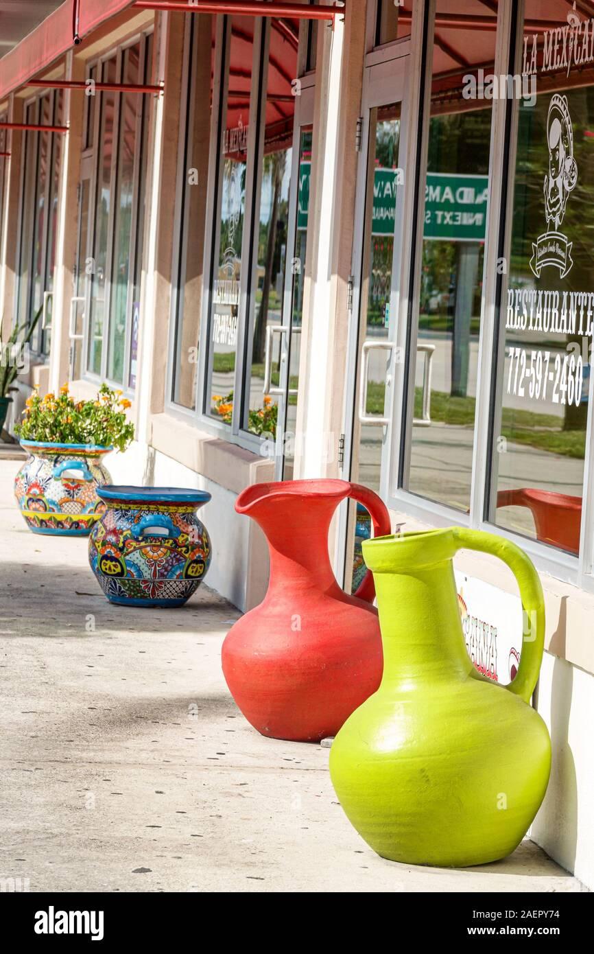 Florida Indiantown La Mexicana Restaurante Restaurant außen traditionelle Töpferei Schaufenster Stockfoto