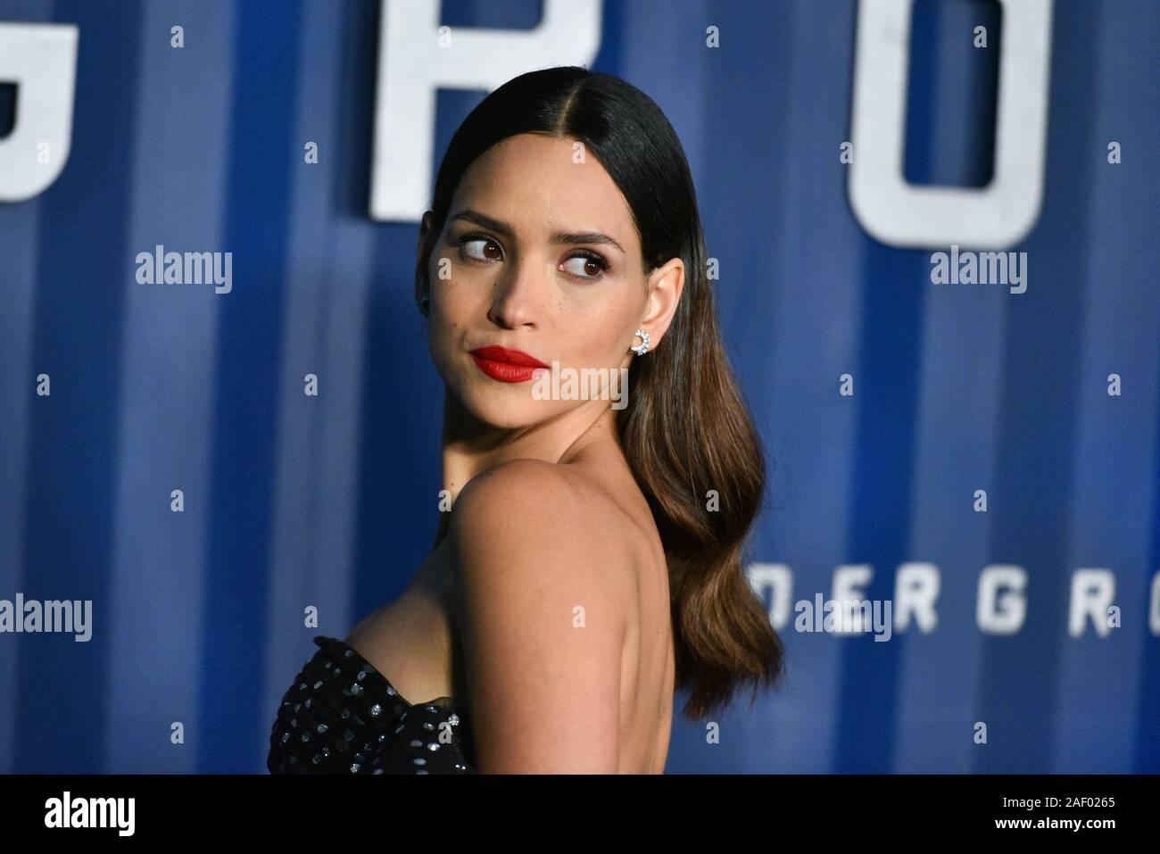 """Adria Arjona besucht von NETFLIX """"6 U"""" New York Premiere im Schuppen am Dezember 10, 2019 in New York City. Stockfoto"""