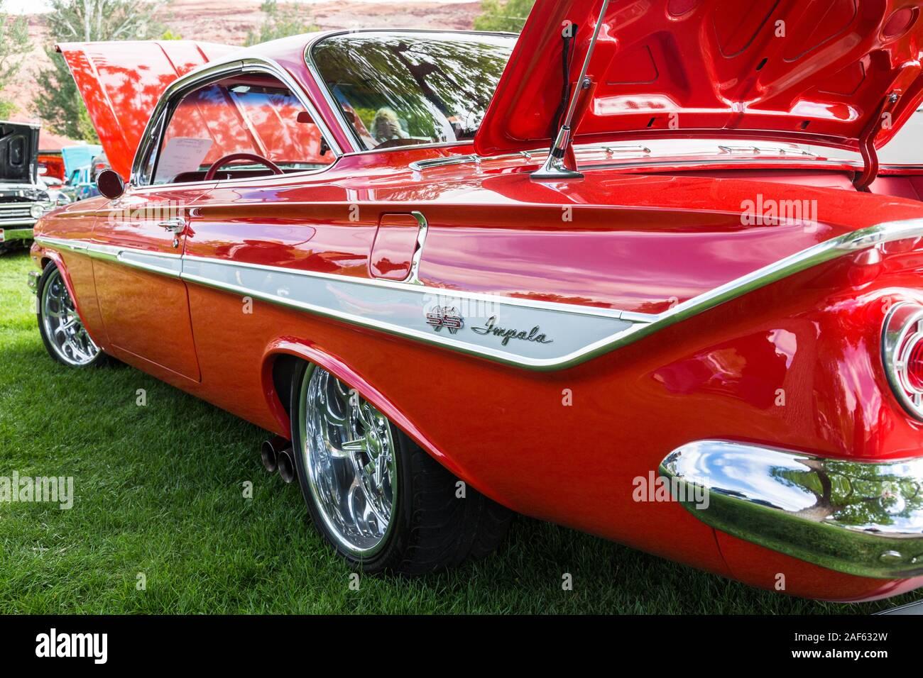 Ein Restauriertes Und Modifizierte 1961 Chevrolet Impala Ss Super Sport Mit Einem Modifizierten 502 Kriminalpolizei Motor In Der Moabiter April Aktion Auto Show In Moab Utah Stockfotografie Alamy